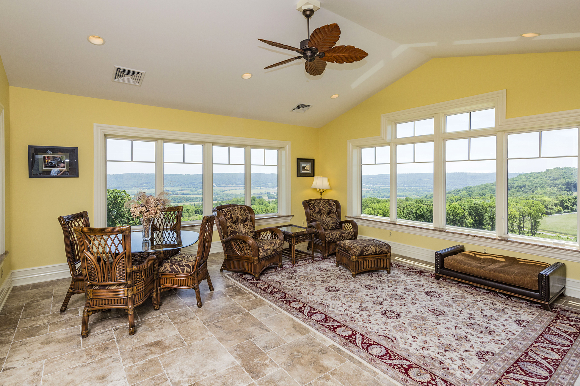 Additional photo for property listing at Paradise Found - Franklin Township 506 Mountain View Road West Asbury, New Jersey 08802 États-Unis