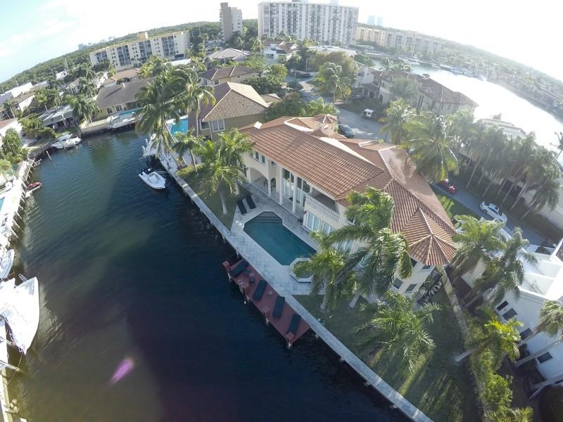 단독 가정 주택 용 매매 에 16461 NE 29 Av North Miami Beach, 플로리다 33160 미국
