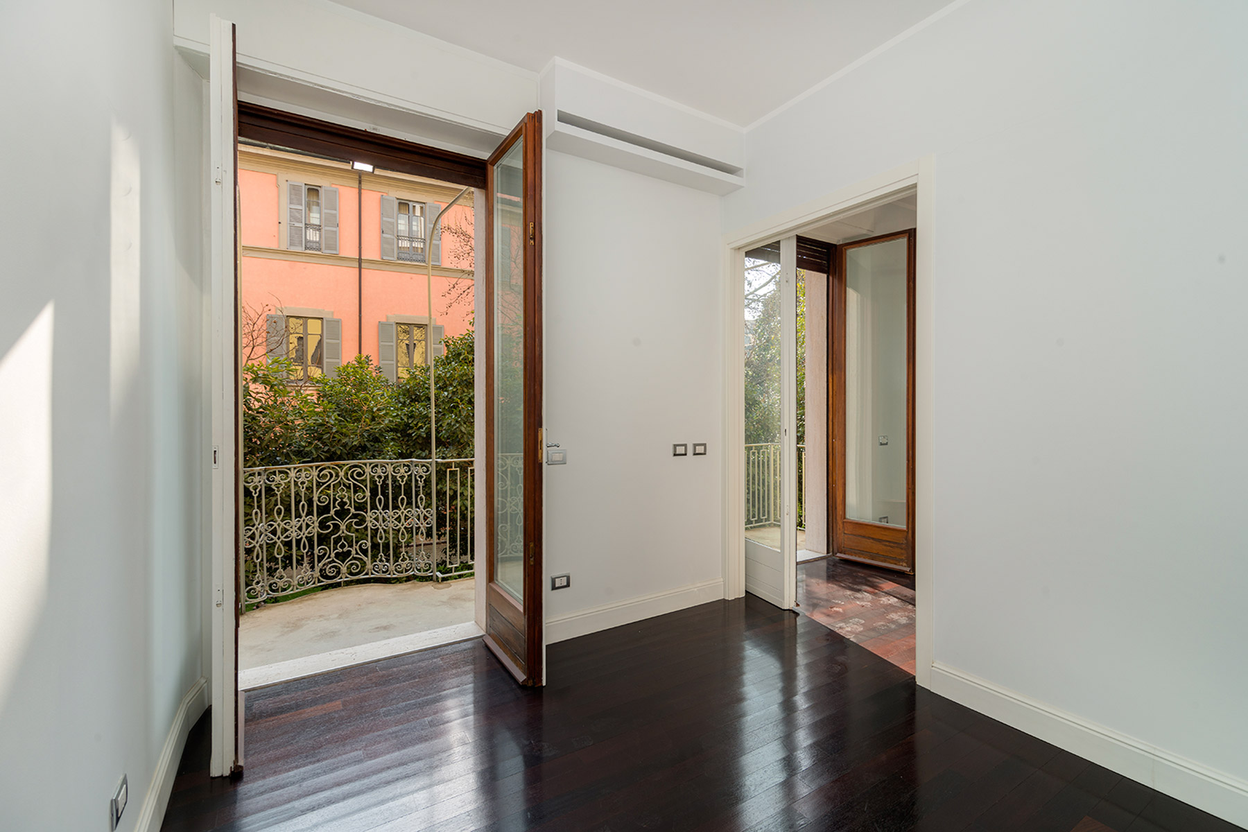 Additional photo for property listing at Elegant apartment near the Opera Theatre Alla Scala Via Manzoni Milano, Milan 20121 Italy