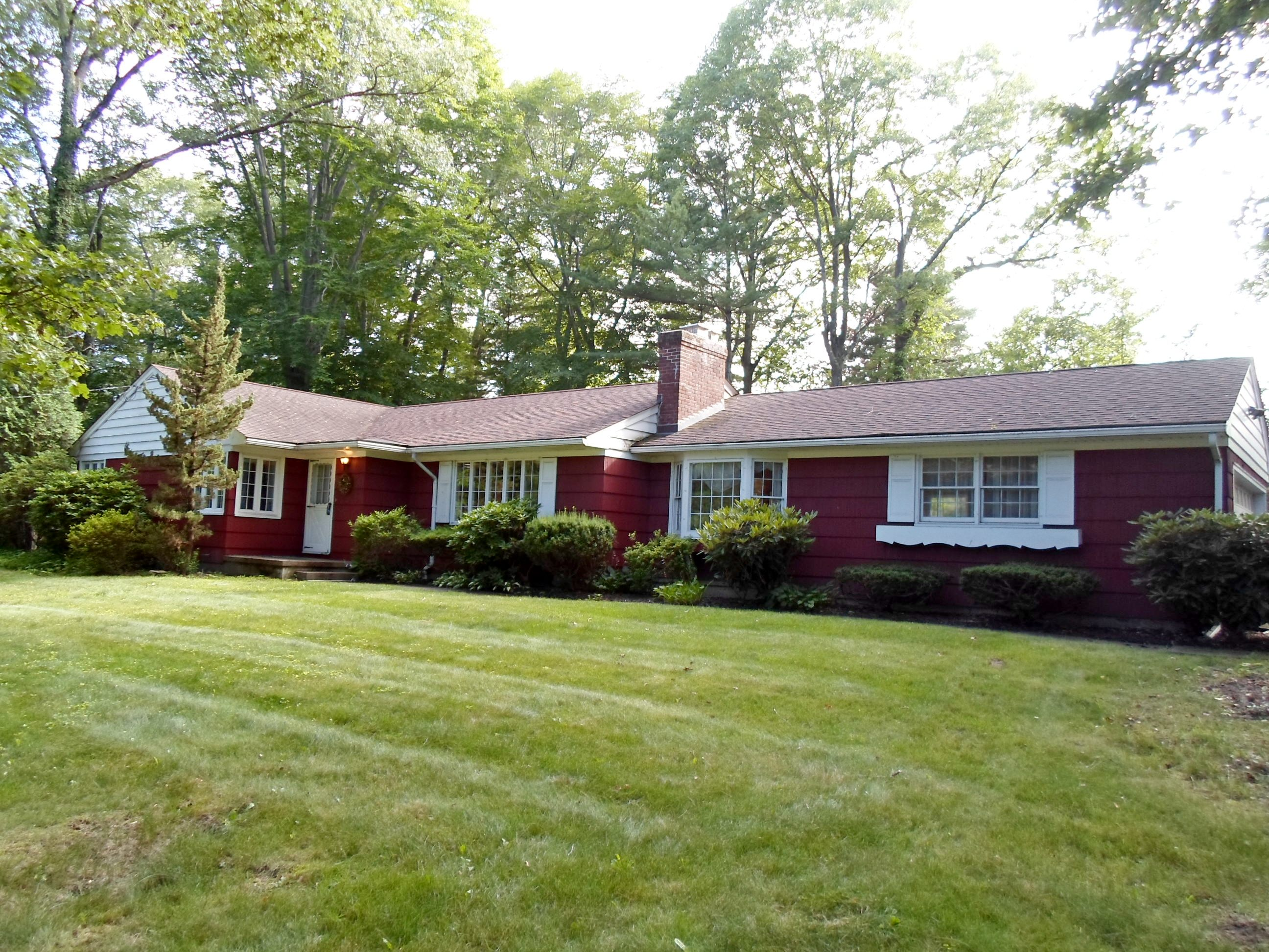 Single Family Home for Sale at Great Location 83 North Little Tor Rd. New City, New York 10956 United States