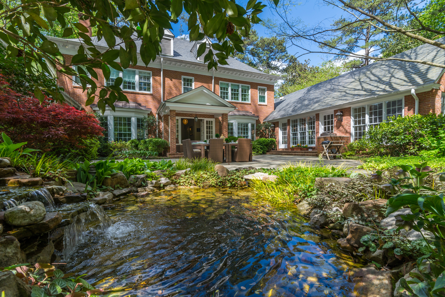 Частный односемейный дом для того Продажа на A Private And Unique Oasis In The Heart Of Buckhead 650 W Paces Ferry Road NW Buckhead, Atlanta, Джорджия, 30327 Соединенные Штаты