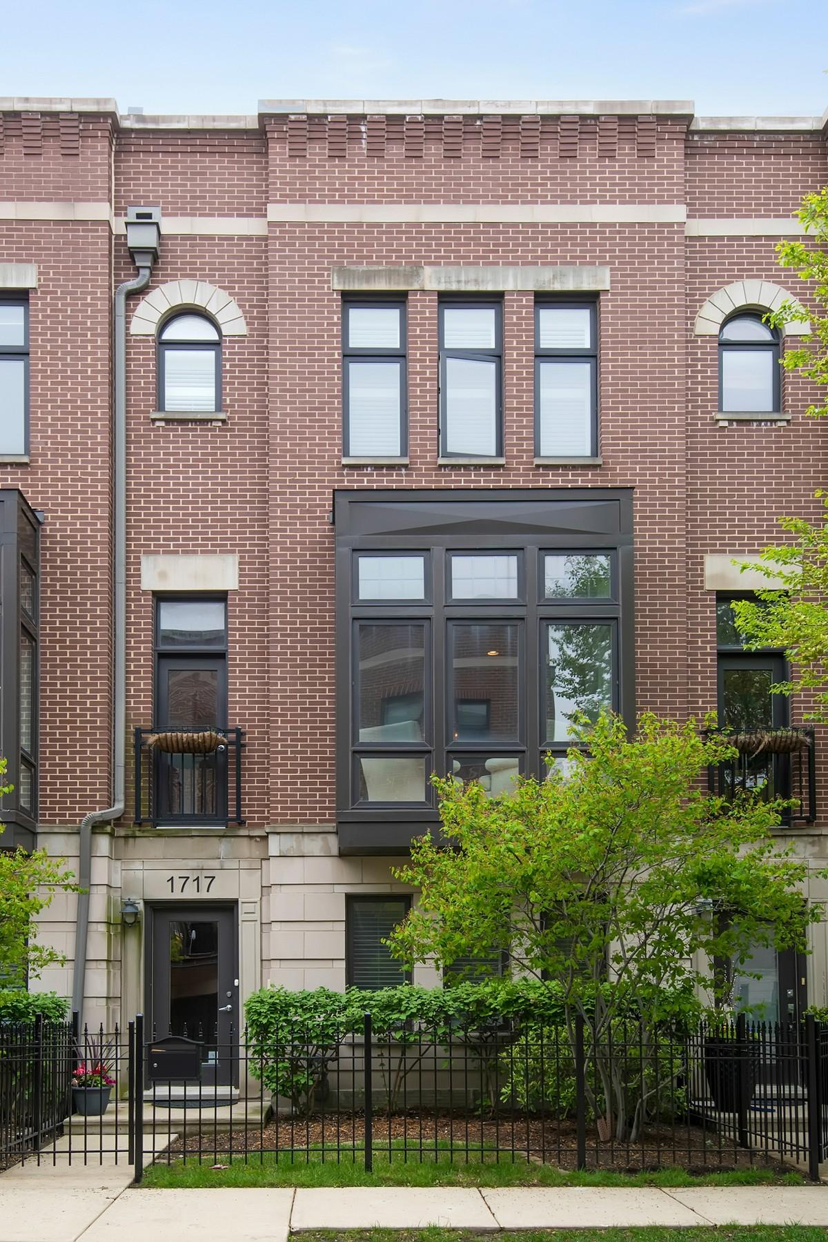 콘도미니엄 용 매매 에 Immaculate Four Bed Four Bath Home 1717 W Surf Street Unit 22 Lakeview, Chicago, 일리노이즈, 60657 미국