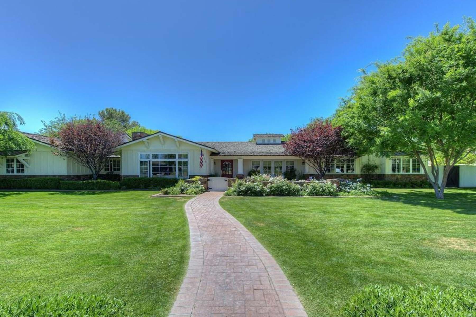 Частный односемейный дом для того Продажа на Idyllic Arcadia in this picture-perfect ranch style home. 5101 E Roma AVE Phoenix, Аризона 85018 Соединенные Штаты