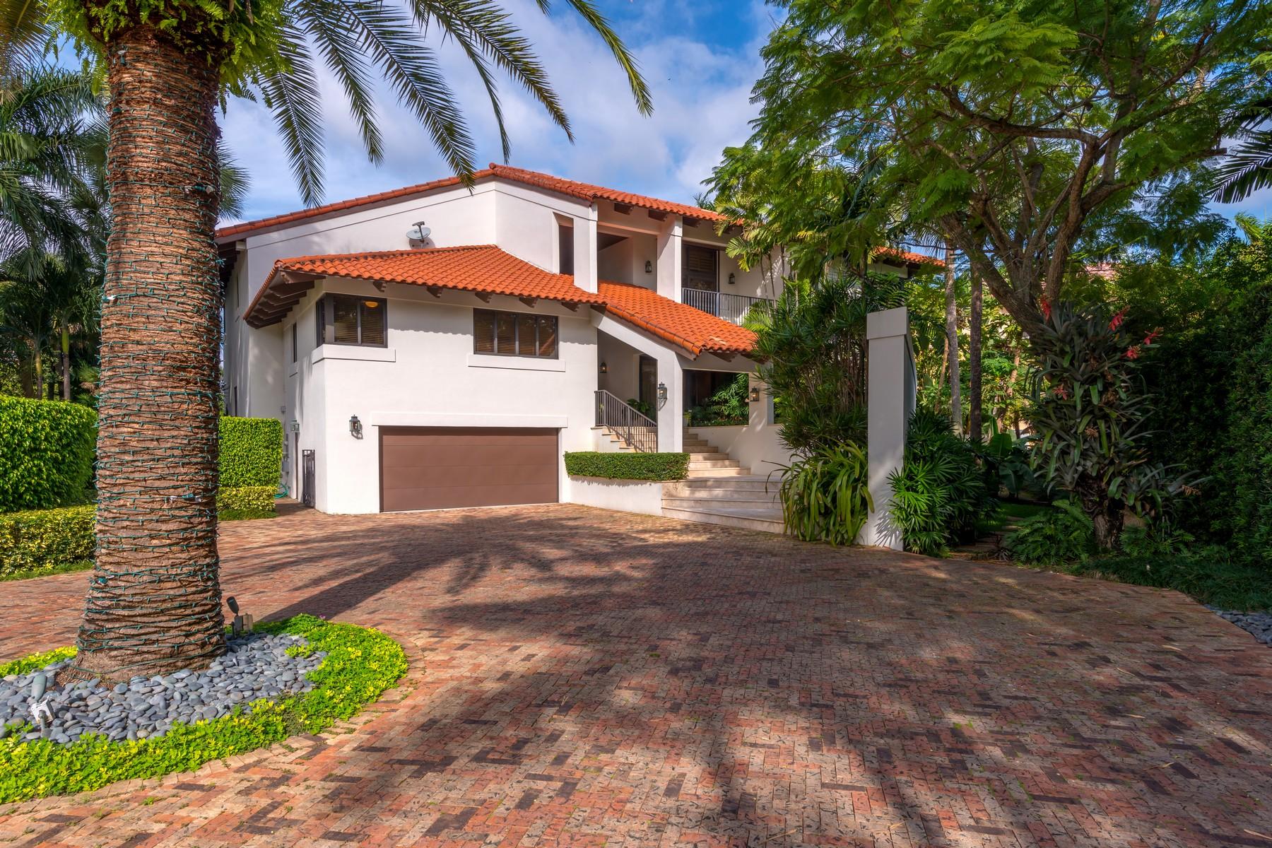 Maison unifamiliale pour l Vente à 6900 Mira Flores Av Coral Gables, Florida 33143 États-Unis