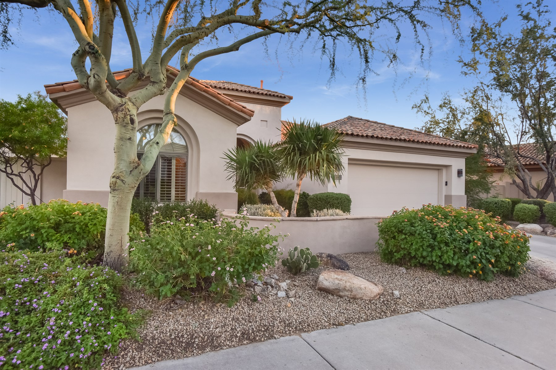 Vivienda unifamiliar por un Venta en Elegant and highly upgraded in Grayhawk Golf Club's 7683 E Fledgling Dr Scottsdale, Arizona 85255 Estados Unidos