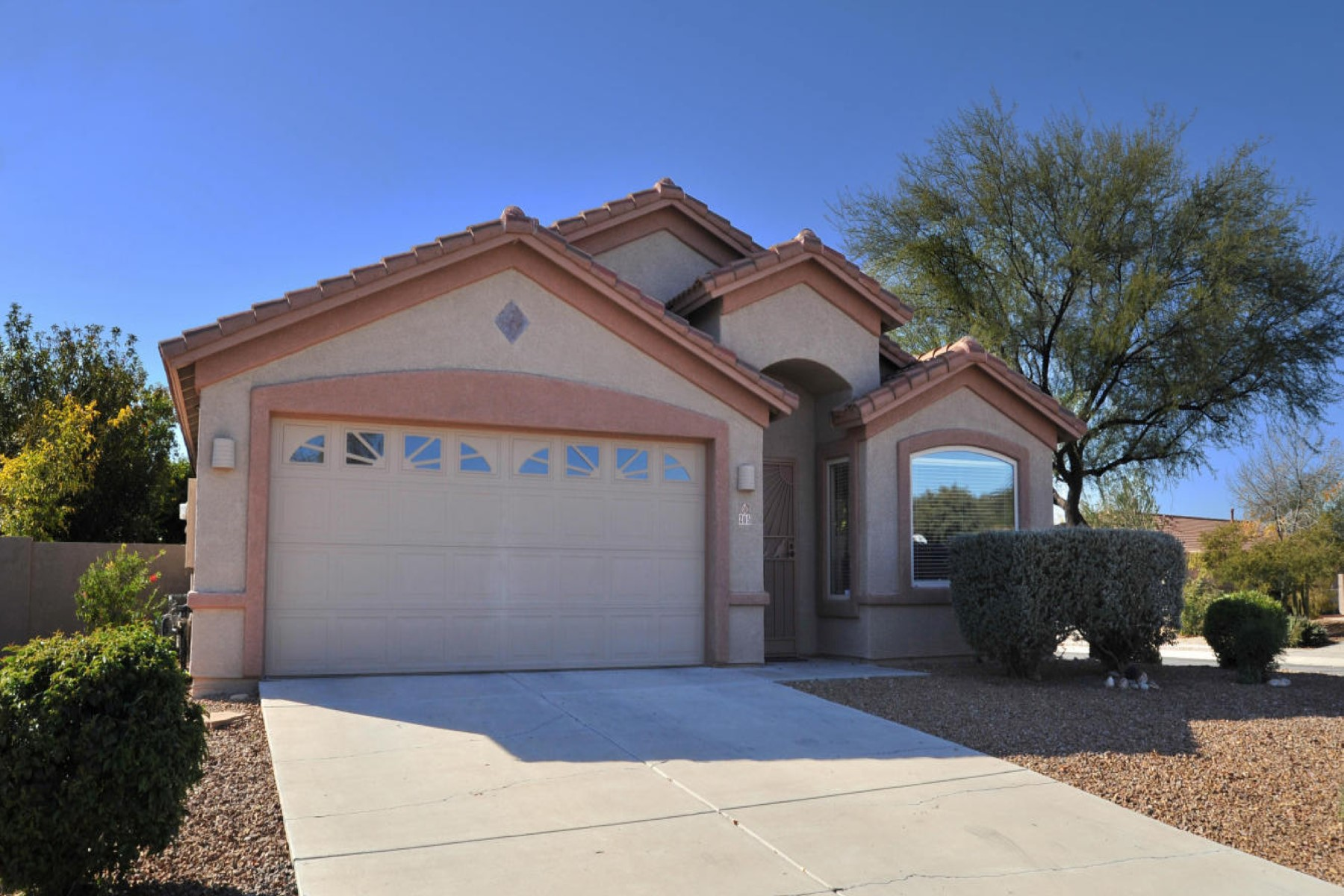 Single Family Home for Sale at Wonderful Oro Valley home 205 W Ashley Canyon Way Oro Valley, Arizona 85755 United States