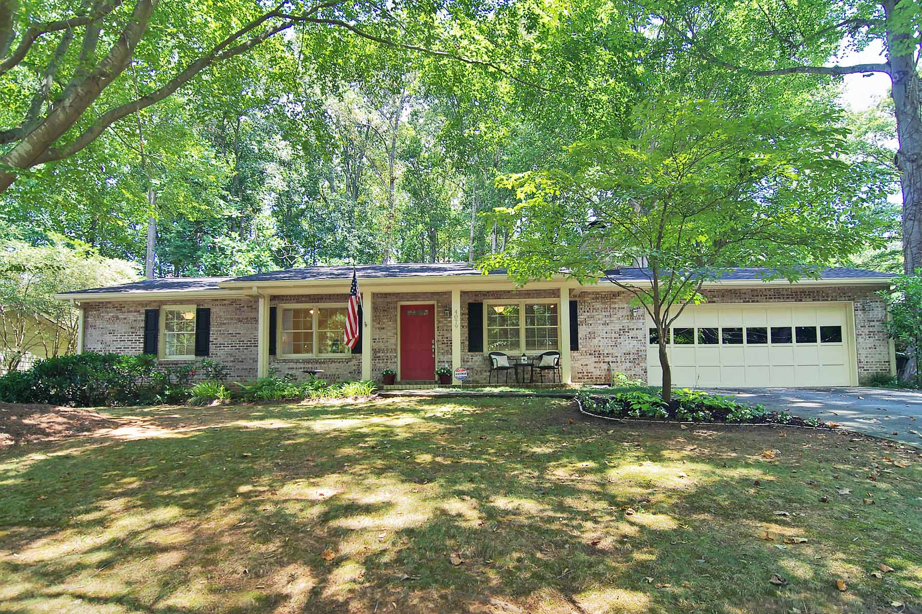 獨棟家庭住宅 為 出售 在 Classic and well maintained 4 sided brick ranch in sought after Smyrna! 4079 Commodore Drive Atlanta, 喬治亞州 30341 美國