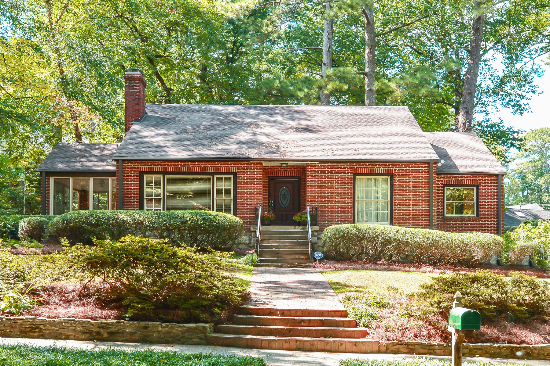 Eensgezinswoning voor Verkoop een t Charming Morningside Brick Home On The Park 1346 Beech Valley Road NE Atlanta, Georgië 30306 Verenigde Staten
