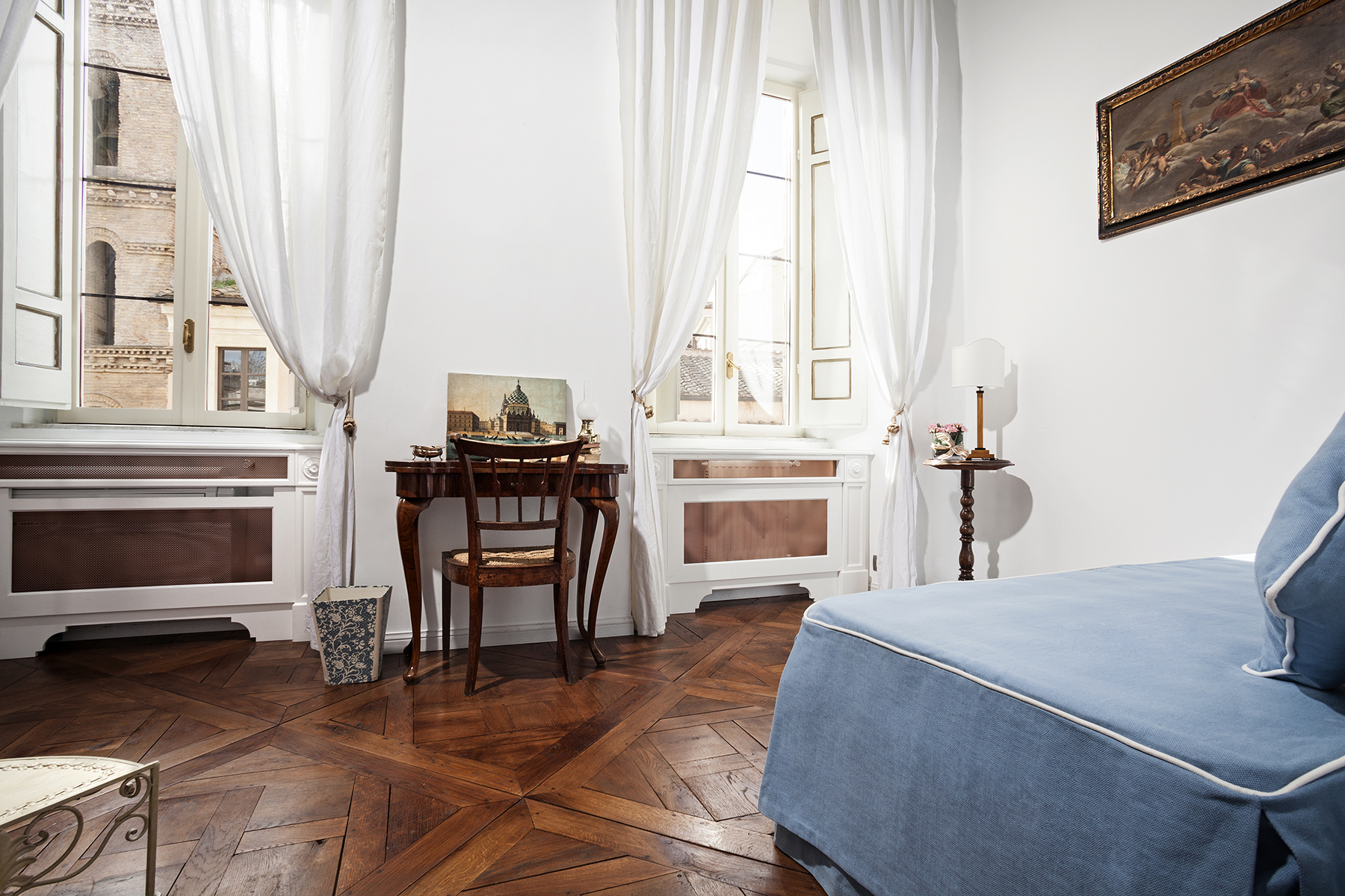 Additional photo for property listing at Charming apartment in Via Santa Maria in Monticelli Via di Santa Maria in Monticelli Rome, Roma 00186 Italia