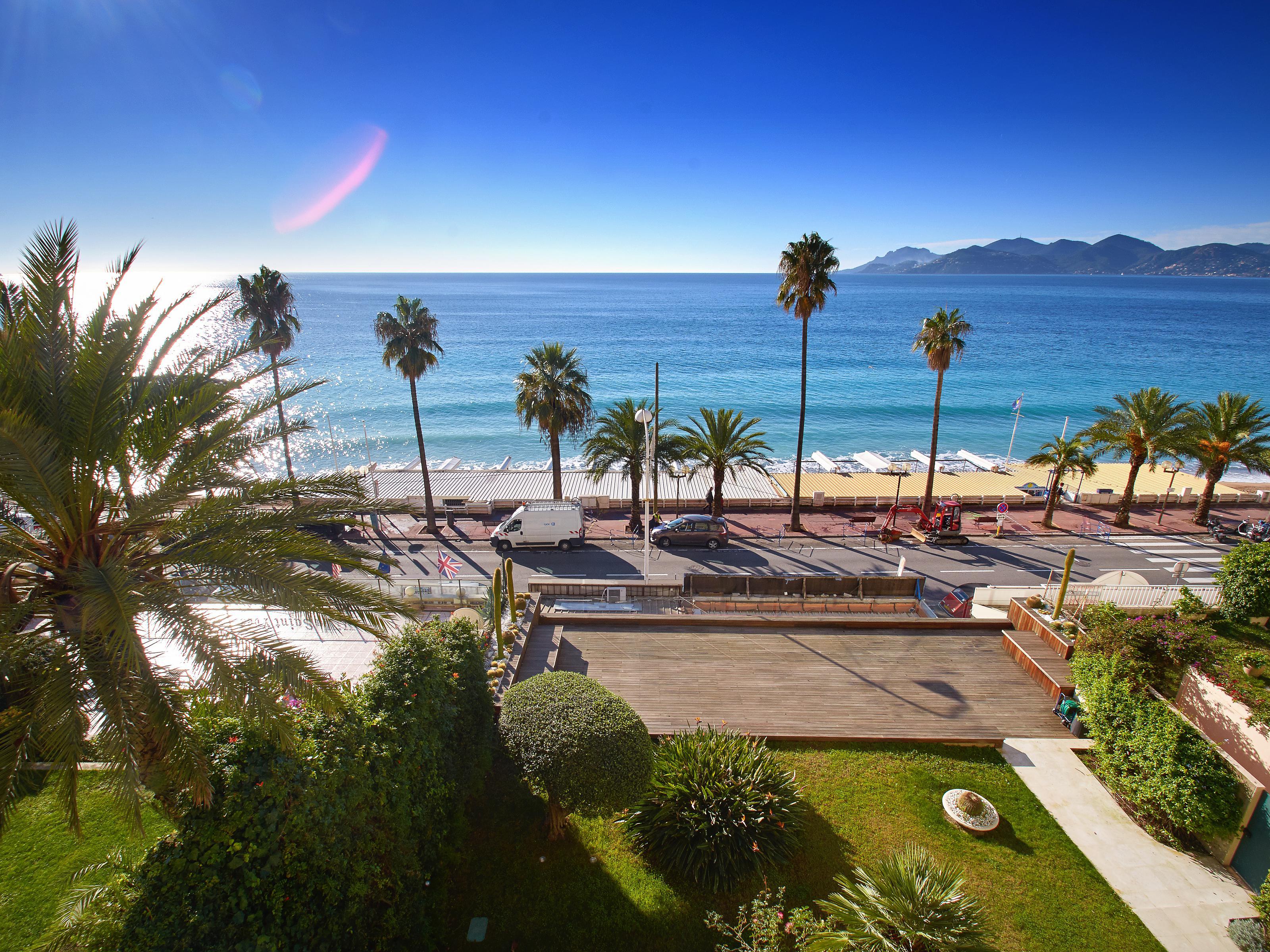 Apartamento para Venda às Cannes seafront - 3 roomed apartment with panoramic sea view Cannes, Provença-Alpes-Costa Azul 06400 França