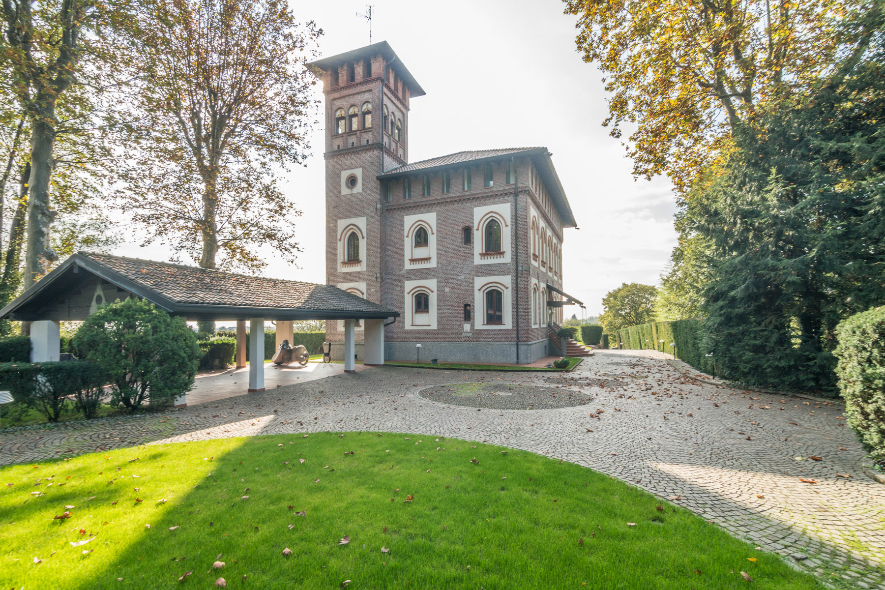 Additional photo for property listing at Prestigious historical villa close to Milan Via Friuli Cesano Maderno, Monza Brianza 20811 Italie