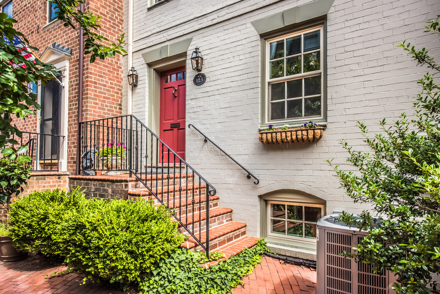 Additional photo for property listing at Old Town Alexandria 123 Cameron Mews Alexandria, Virginia 22314 Vereinigte Staaten