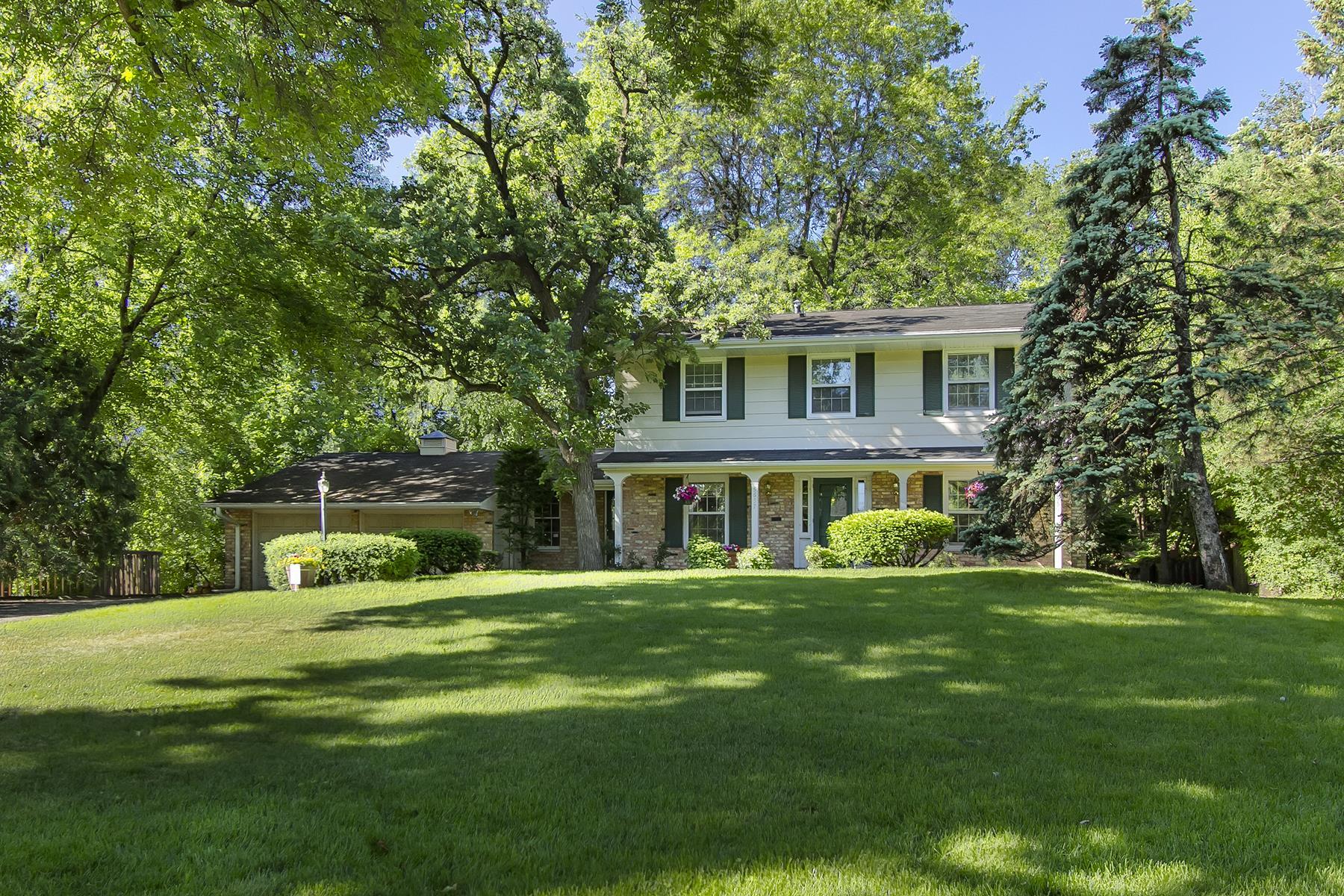 独户住宅 为 销售 在 5657 Woodcrest Drive 伊代纳, 明尼苏达州, 55424 美国