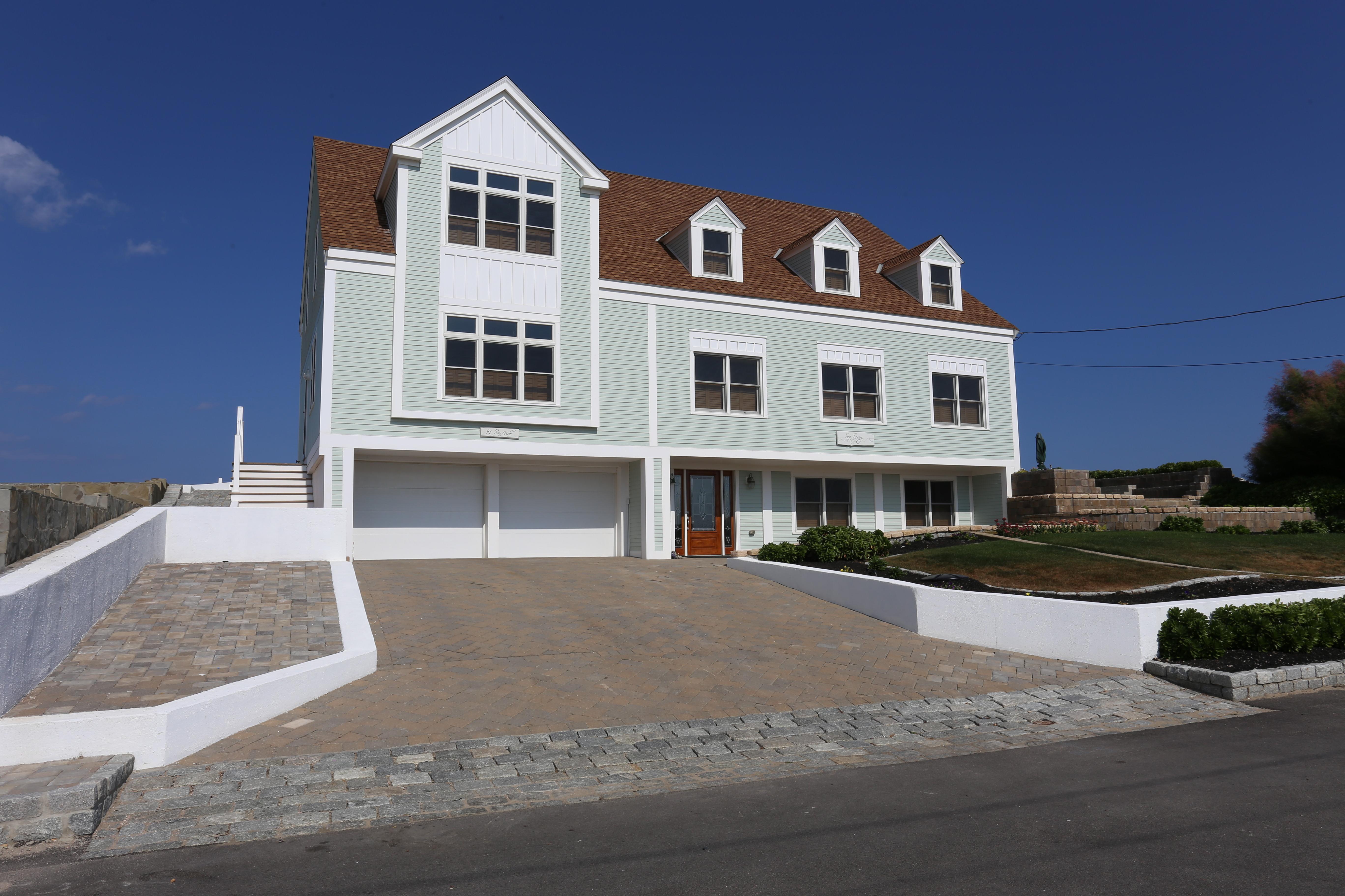 Maison unifamiliale pour l Vente à Waterfront Retreat 91 Surfside Road Scituate, Massachusetts 02066 États-Unis