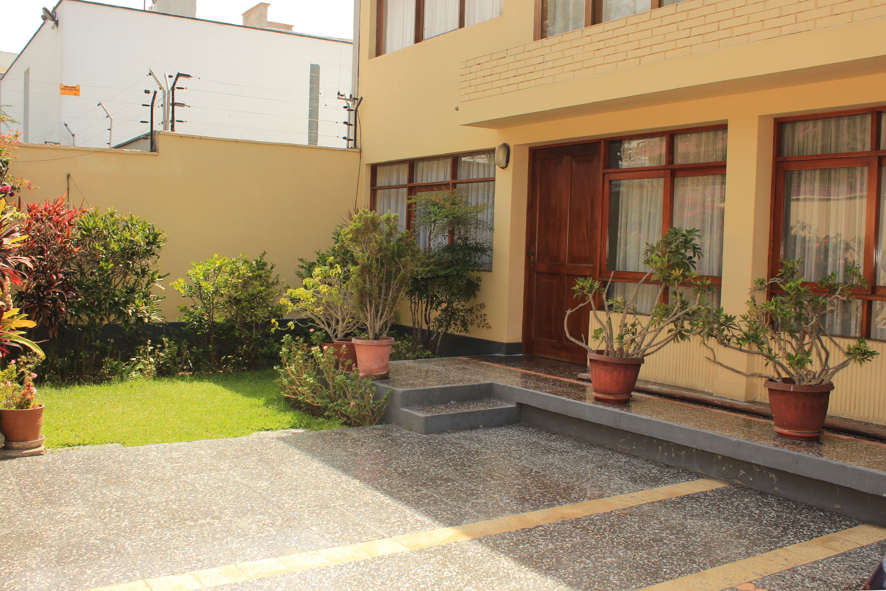 Townhouse for Sale at Elegante Casa con excelente ubicación Calle Paul de Beaudiez San Isidro, Lima, 27 Peru