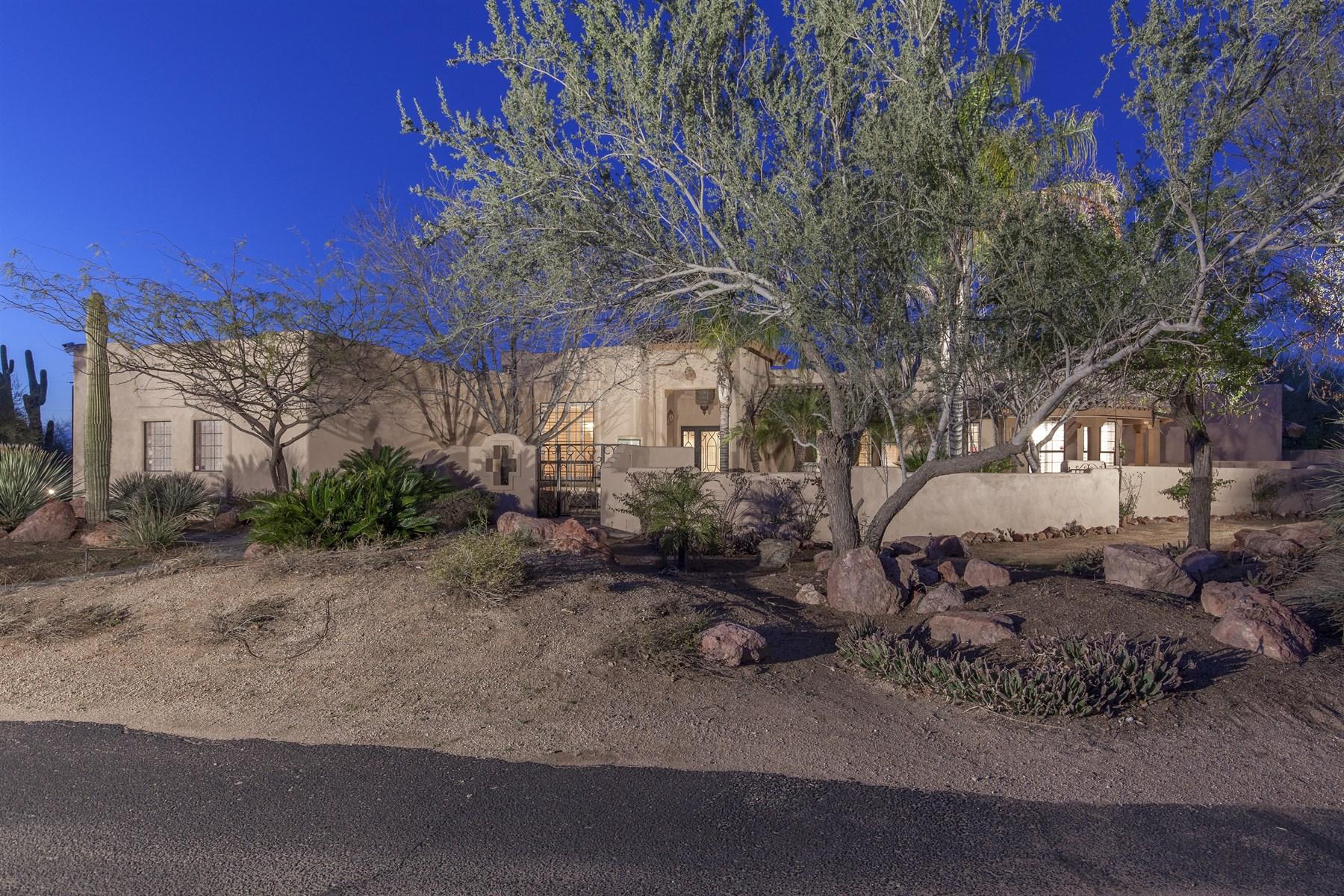 단독 가정 주택 용 매매 에 Hacienda Style Equestrian Residence 29449 N 64th Street Cave Creek, 아리조나 85331 미국