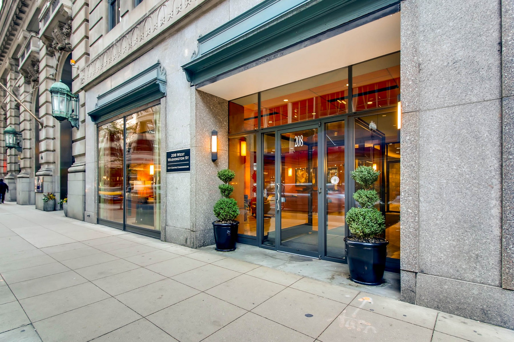Condominium for Sale at Pristine, Light-Filled Condo in the Loop 208 W Washinton Street Unit 905 Chicago, Illinois, 60606 United States