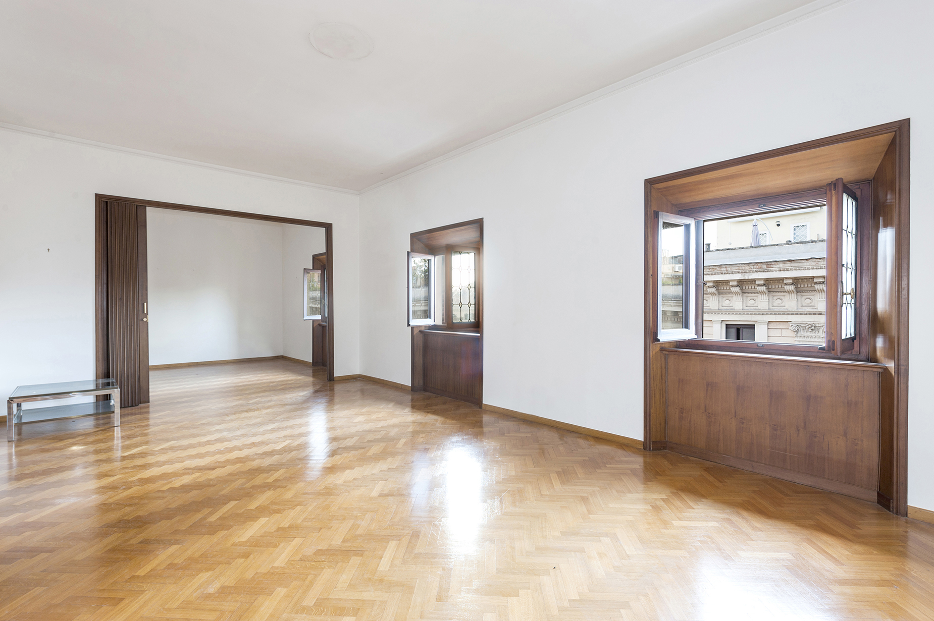 Additional photo for property listing at Elegant and bright apartment in the Sallustiano district Via Piave Rome, Roma 00187 Italia