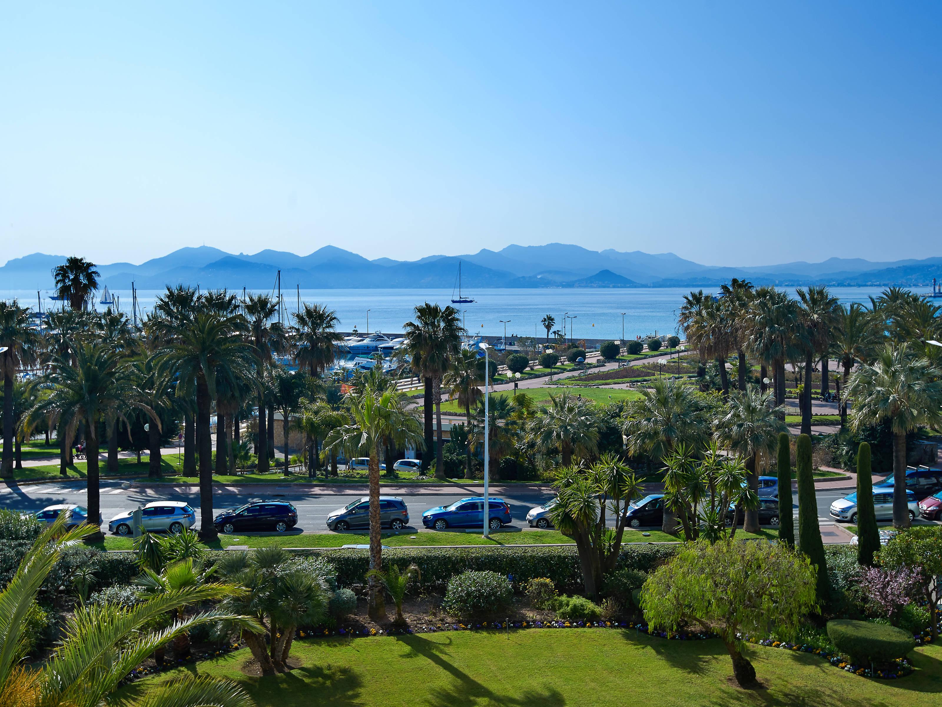 公寓 为 销售 在 Cannes Croisette - 3 bedroom apartment with panoramic sea view Cannes, 普罗旺斯阿尔卑斯蓝色海岸 06400 法国