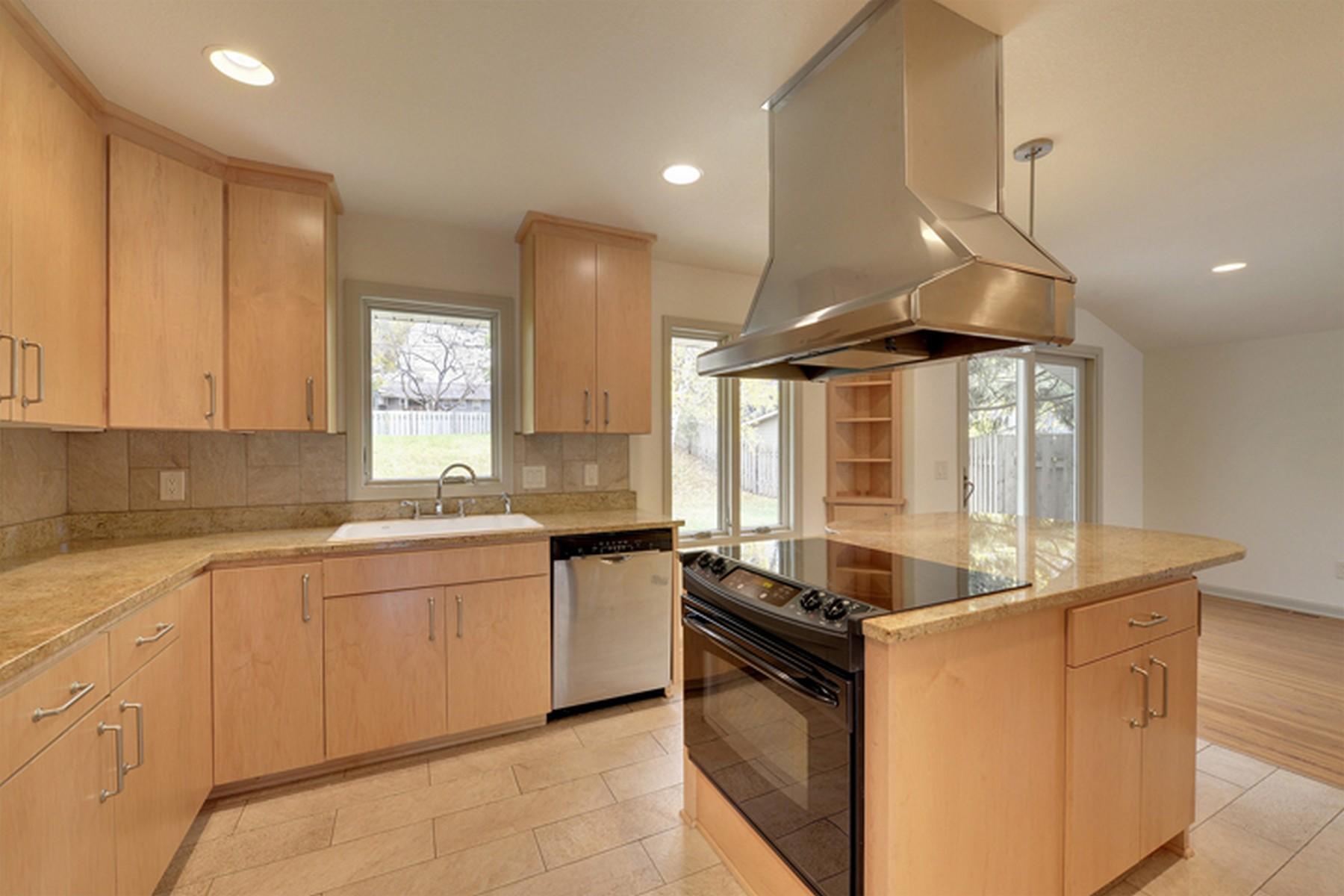 Maison unifamiliale pour l Vente à 5232 Meadow Ridge Edina, Minnesota 55439 États-Unis