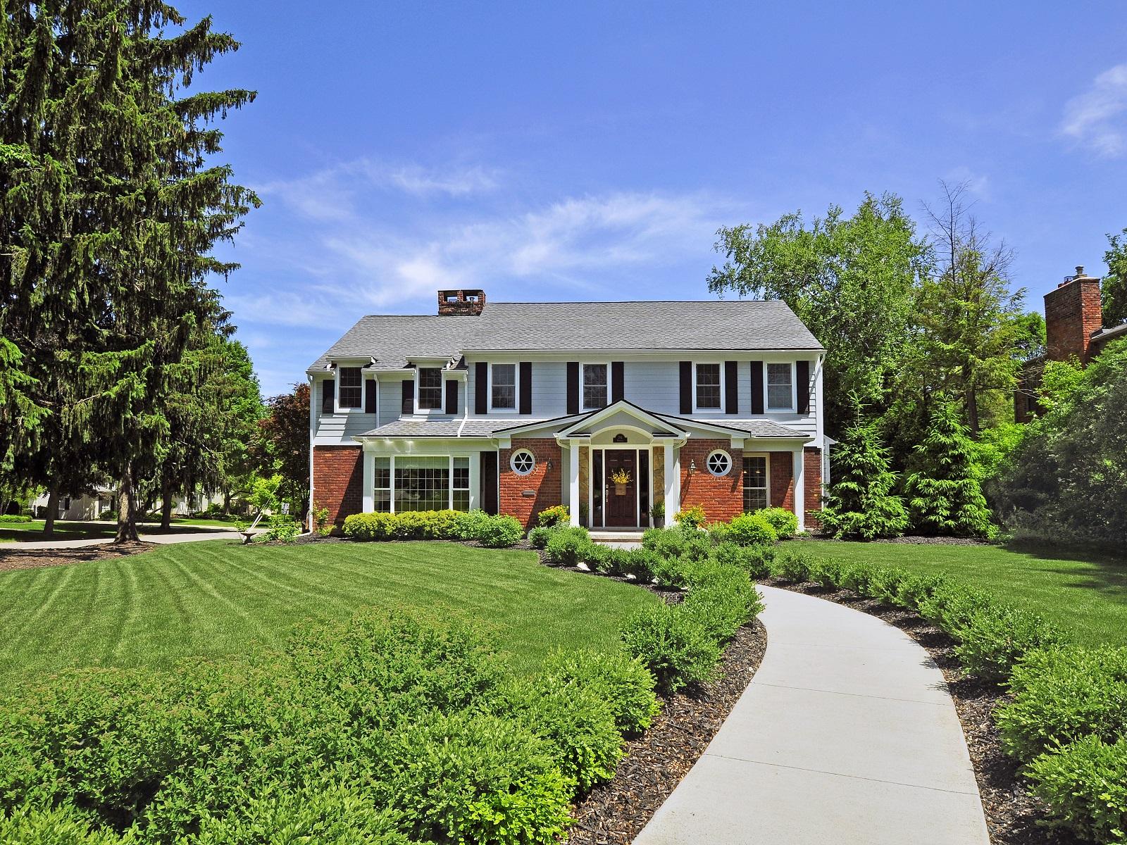 Maison unifamiliale pour l Vente à Bloomfield 784 Wooddale Road Bloomfield, Michigan 48301 États-Unis