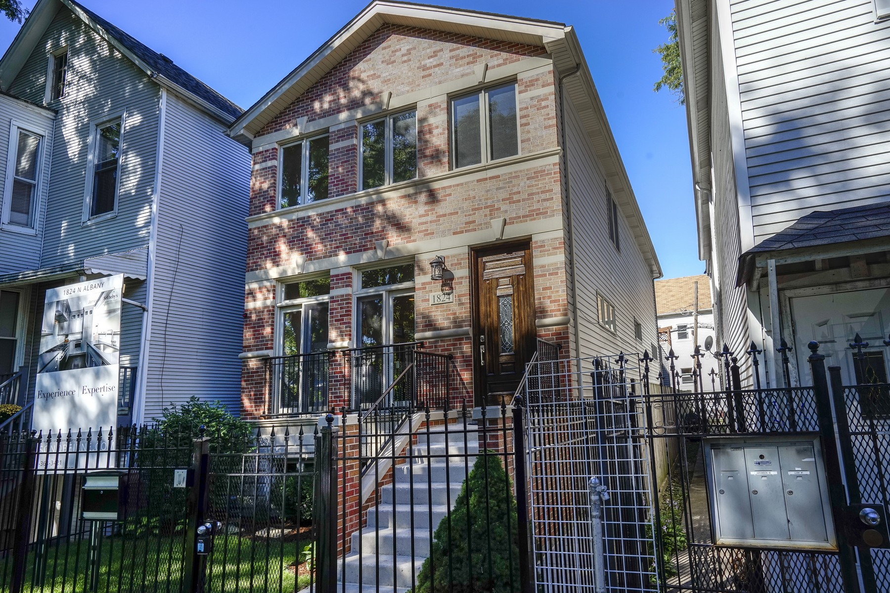 Vivienda unifamiliar por un Venta en Fully Rehabbed Home 1824 N Albany Avenue Logan Square, Chicago, Illinois, 60647 Estados Unidos