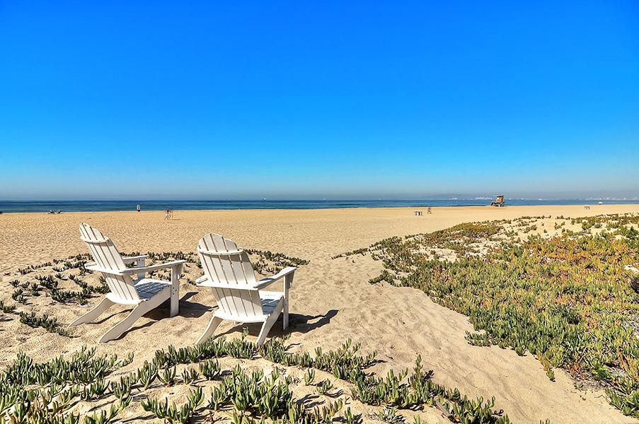 Maison unifamiliale pour l Vente à 17165 S. Pacific Ave Sunset Beach, Californie 90742 États-Unis