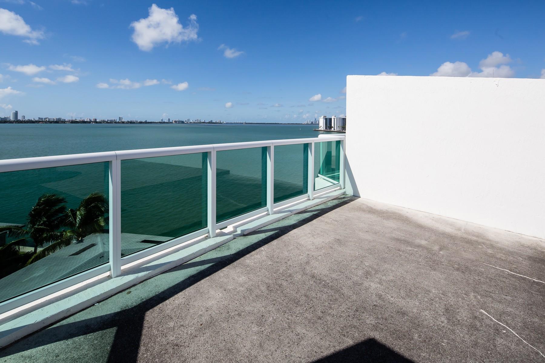 Condomínio para Venda às 2000 Bay Drive #404 Miami Beach, Florida 33141 Estados Unidos