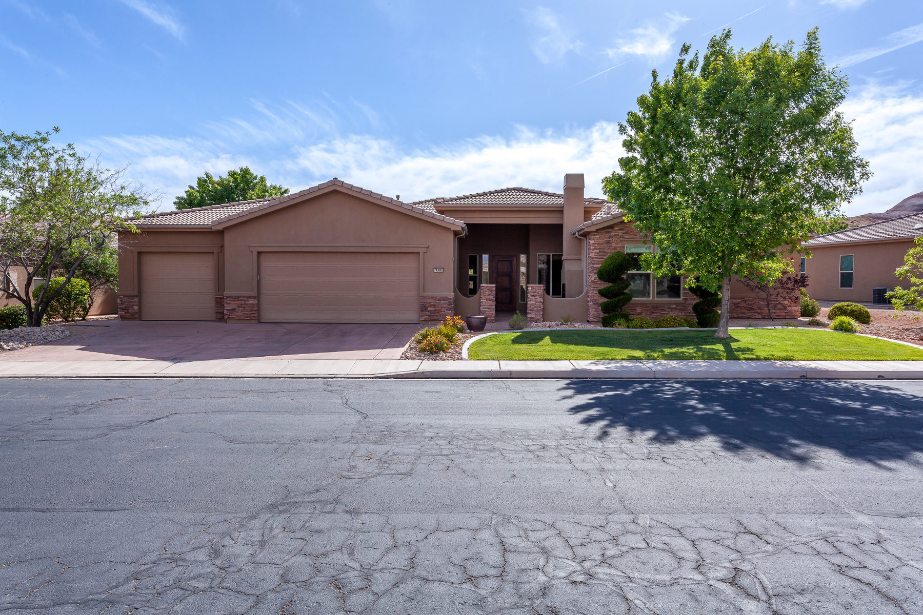 Moradia para Venda às Immaculate Sunbrook Home with Casita 319 Lost Creek Dr St. George, Utah, 84770 Estados Unidos