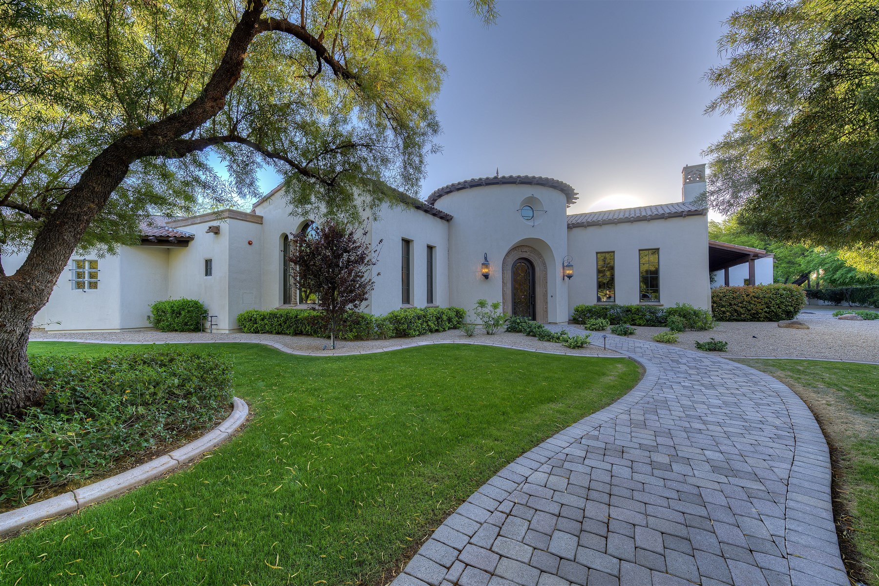 Moradia para Venda às Stunning Custom Santa Barbara Home Situated On A 1.1 Acre Cul-De-Sac Lot 9714 N 71st Street Paradise Valley, Arizona 85253 Estados Unidos