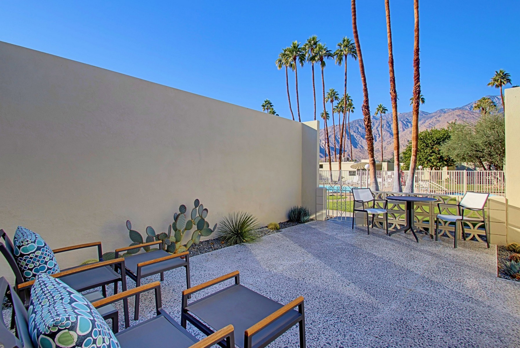 Copropriété pour l Vente à 1849 Sandcliff Road Palm Springs, Californie 92264 États-Unis