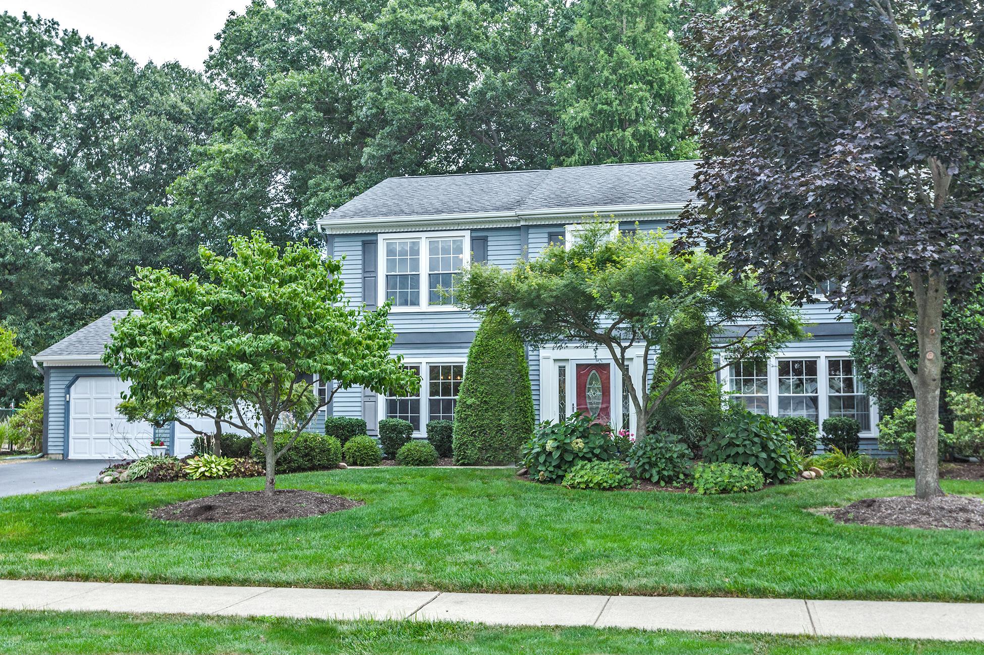 一戸建て のために 売買 アット Lovely Updated Interiors in a Quiet Neighborhood 15 Mershon Lane Plainsboro, ニュージャージー 08536 アメリカ合衆国