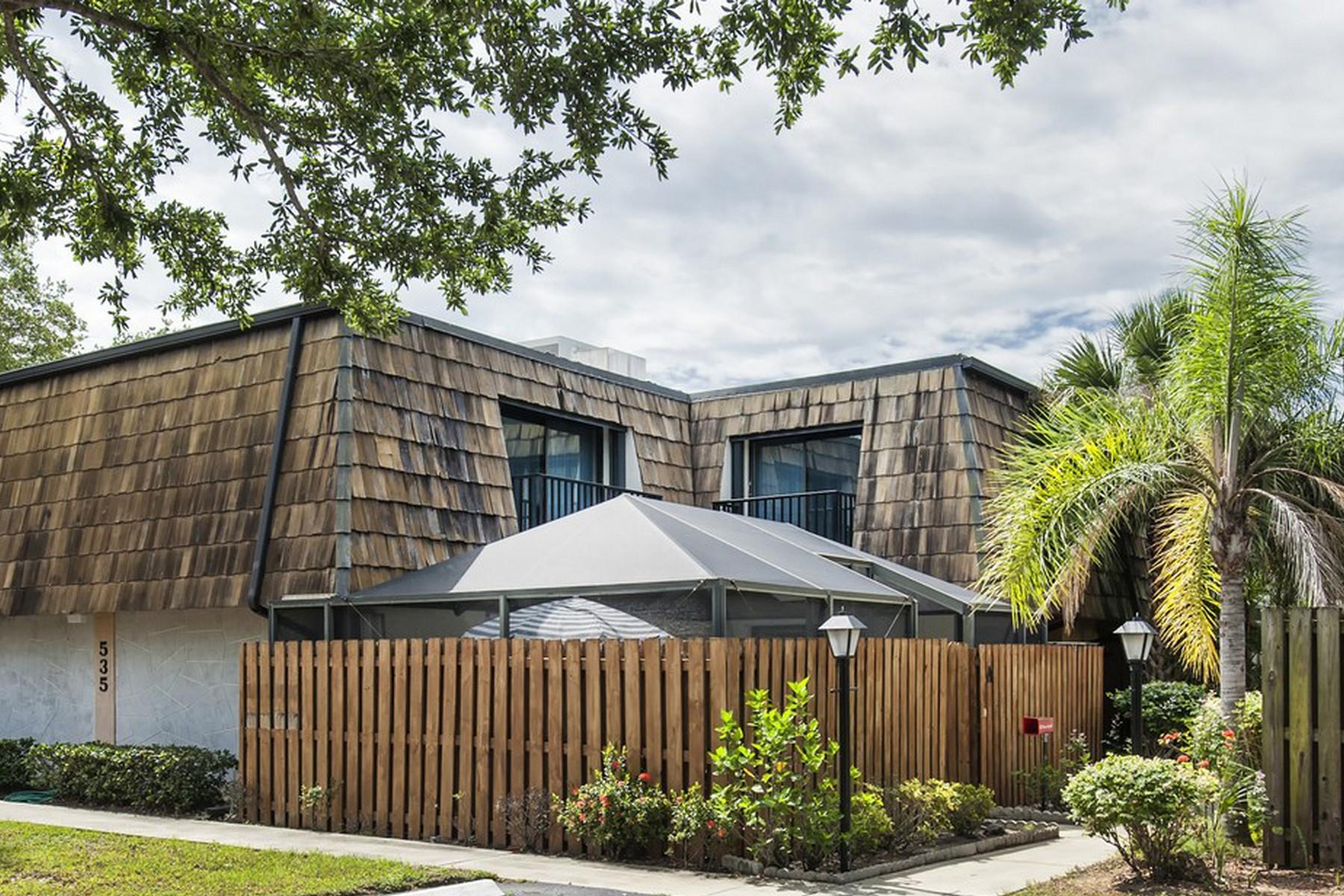 Condomínio para Venda às Lovely turnkey condo in Waverly Place 535 Tropic Lane Unit 7A Vero Beach, Florida 32960 Estados Unidos