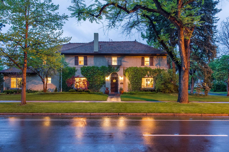 Casa Unifamiliar por un Venta en Spectacular Spanish Style Home in Park Hill 5400 E 17th Avenue Parkway Denver, Colorado, 80220 Estados Unidos