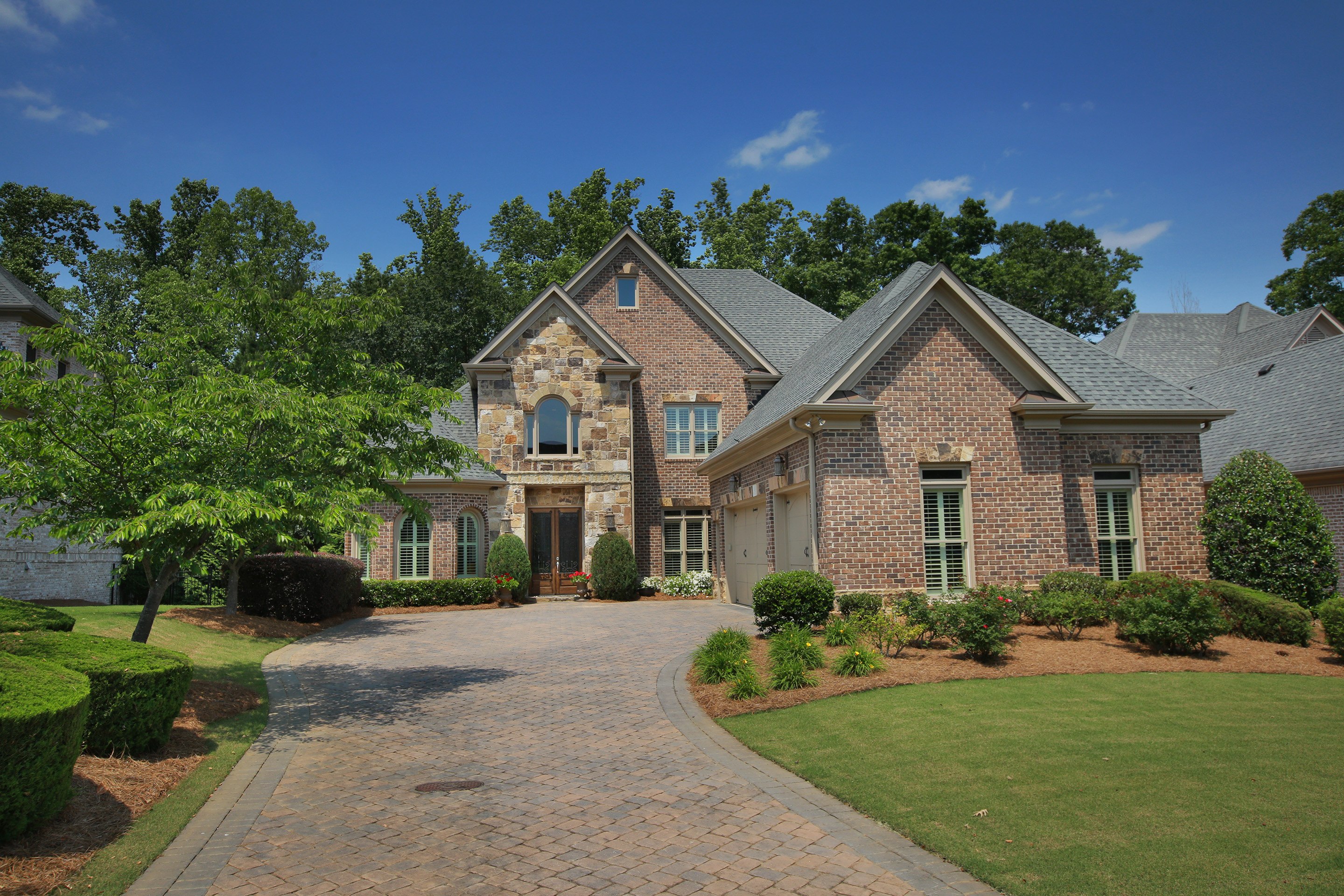 Villa per Vendita alle ore Luxury Lifestyle at it's Finest in a Gated Golf Community! 8240 Royal Melbourne Way Duluth, Georgia, 30097 Stati Uniti