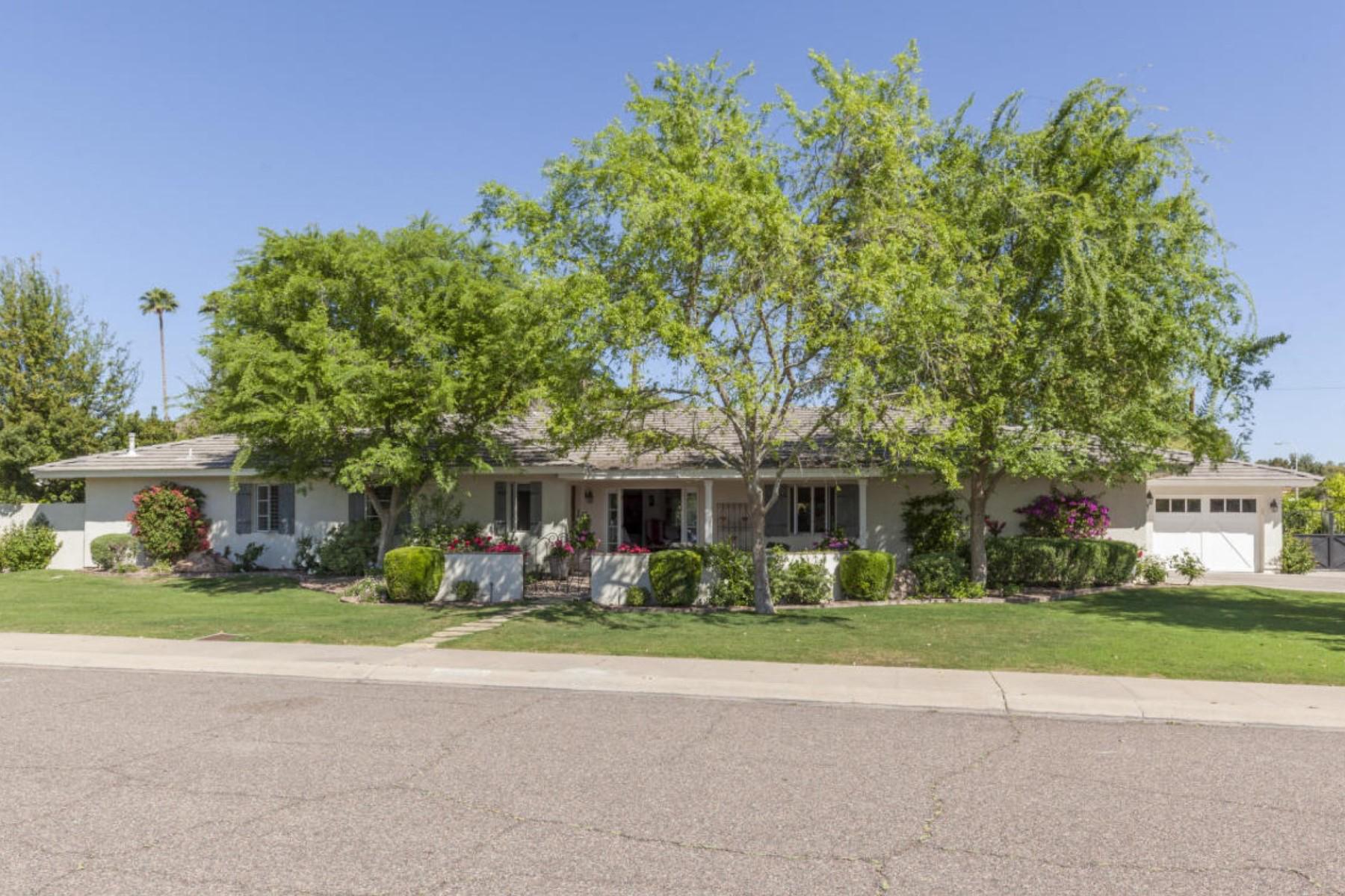 Maison unifamiliale pour l Vente à Wonderful 5 Bedroom Home with Quintessential Arcadia Charm 6140 E Calle Del Sud Scottsdale, Arizona 85251 États-Unis