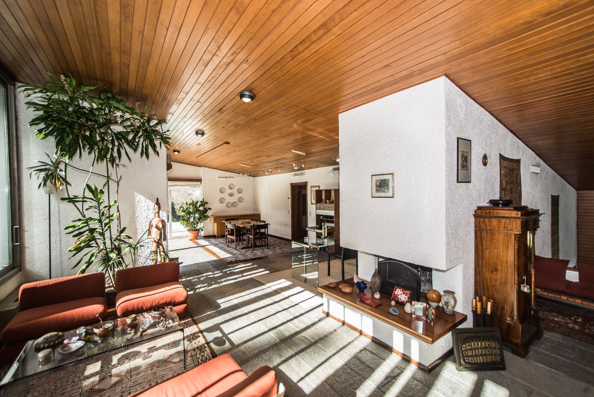 Additional photo for property listing at Wonderful modern villa with swimming pool within the Golf of Carimate Strada delle Acacie Carimate, Como 22060 Italy