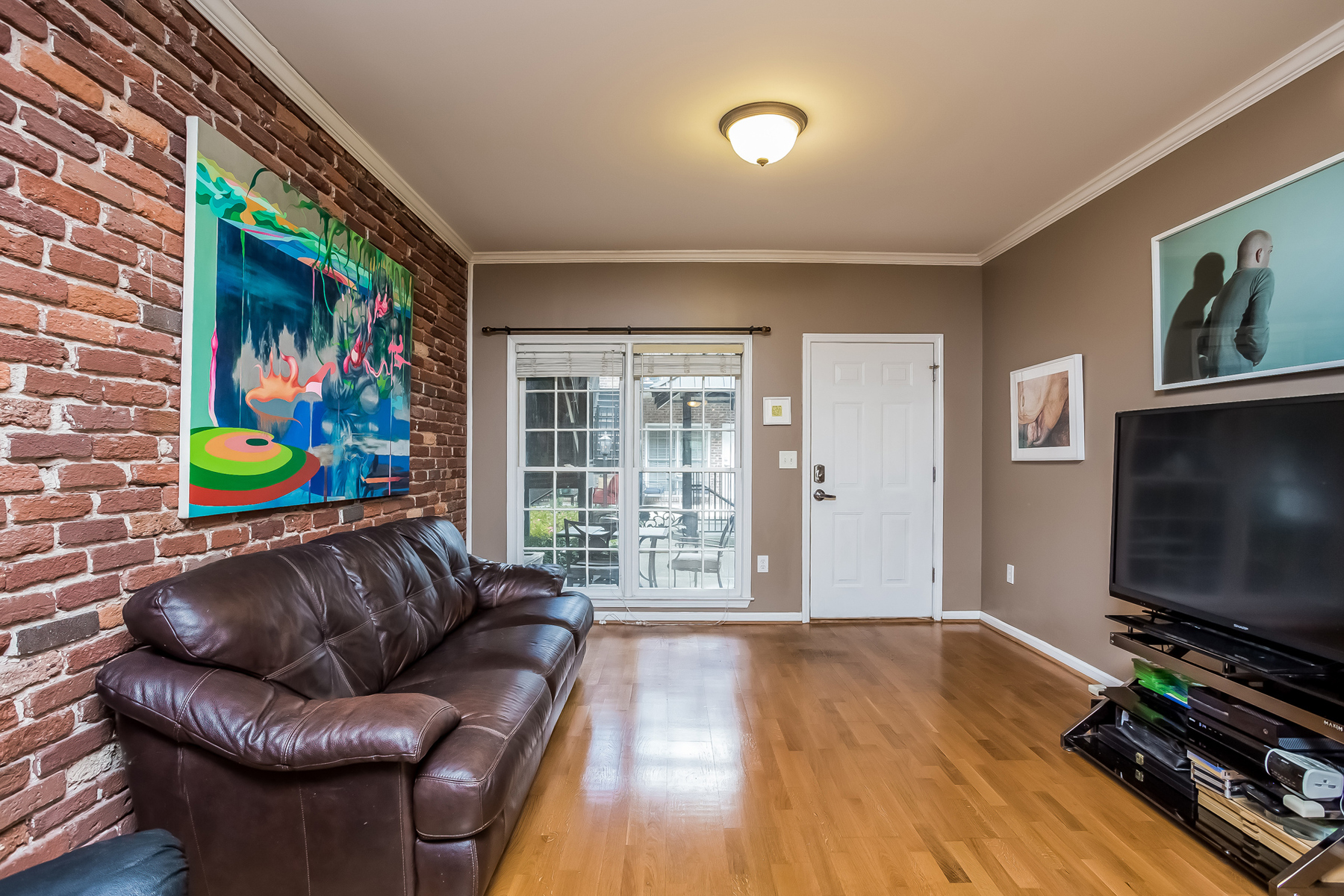 Additional photo for property listing at Spacious Two Bedroom Condo In BuckheadBrookhaven 3675 Peachtree Road NE Unit 39 Atlanta, Джорджия 30319 Соединенные Штаты