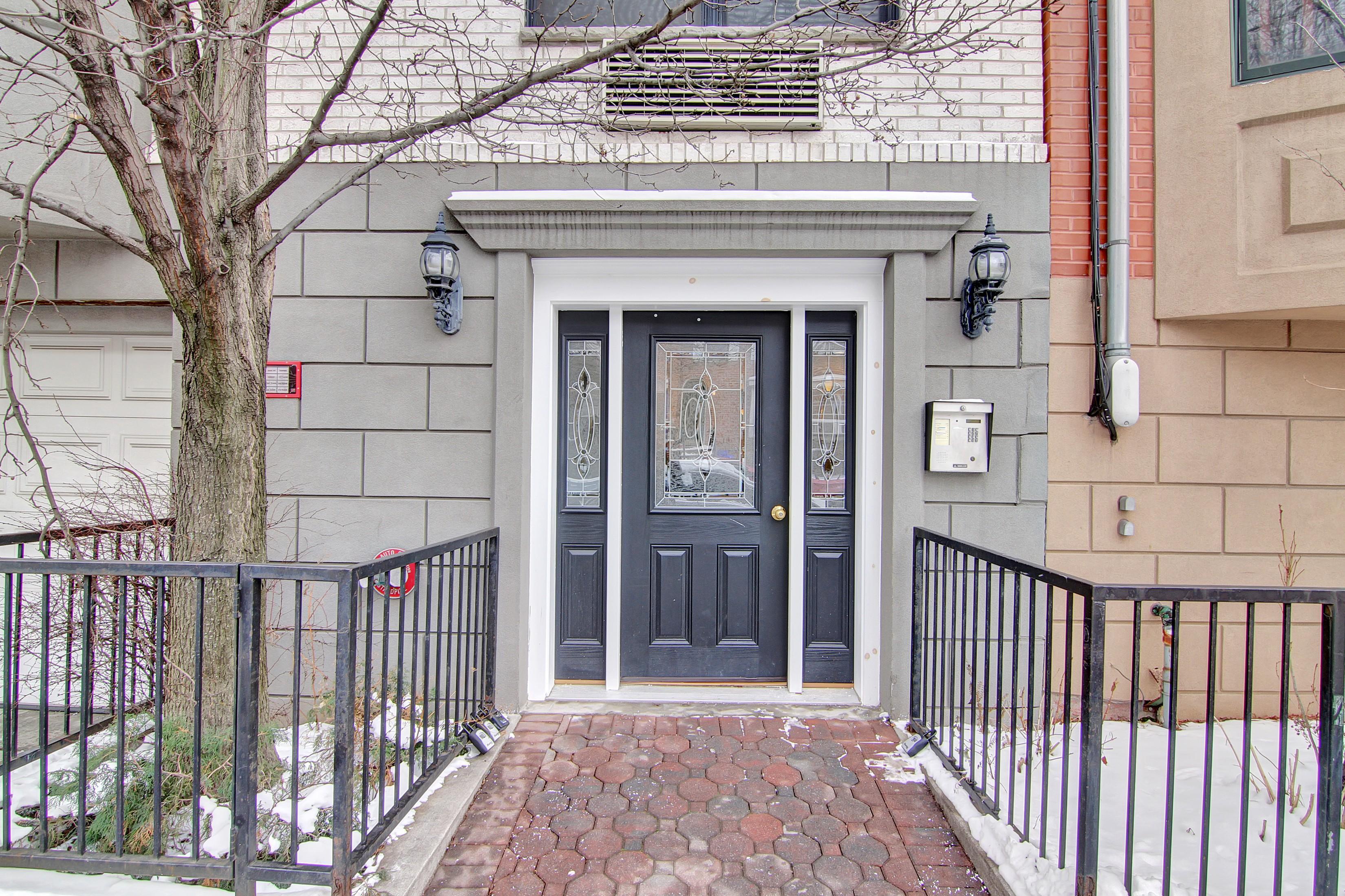 Кондоминиум для того Продажа на Beautifully Renovated 81 Grand Street #2A Hoboken, Нью-Джерси 07030 Соединенные Штаты