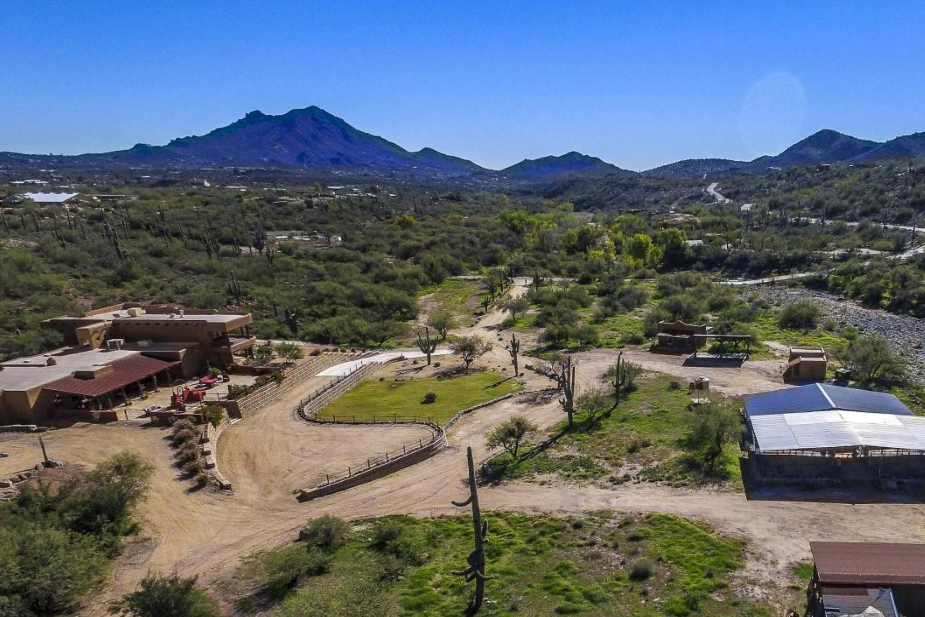 단독 가정 주택 용 매매 에 Exquisite Ranch Estate in Cave Creek 5180 E Rockaway Hills Dr Cave Creek, 아리조나, 85331 미국
