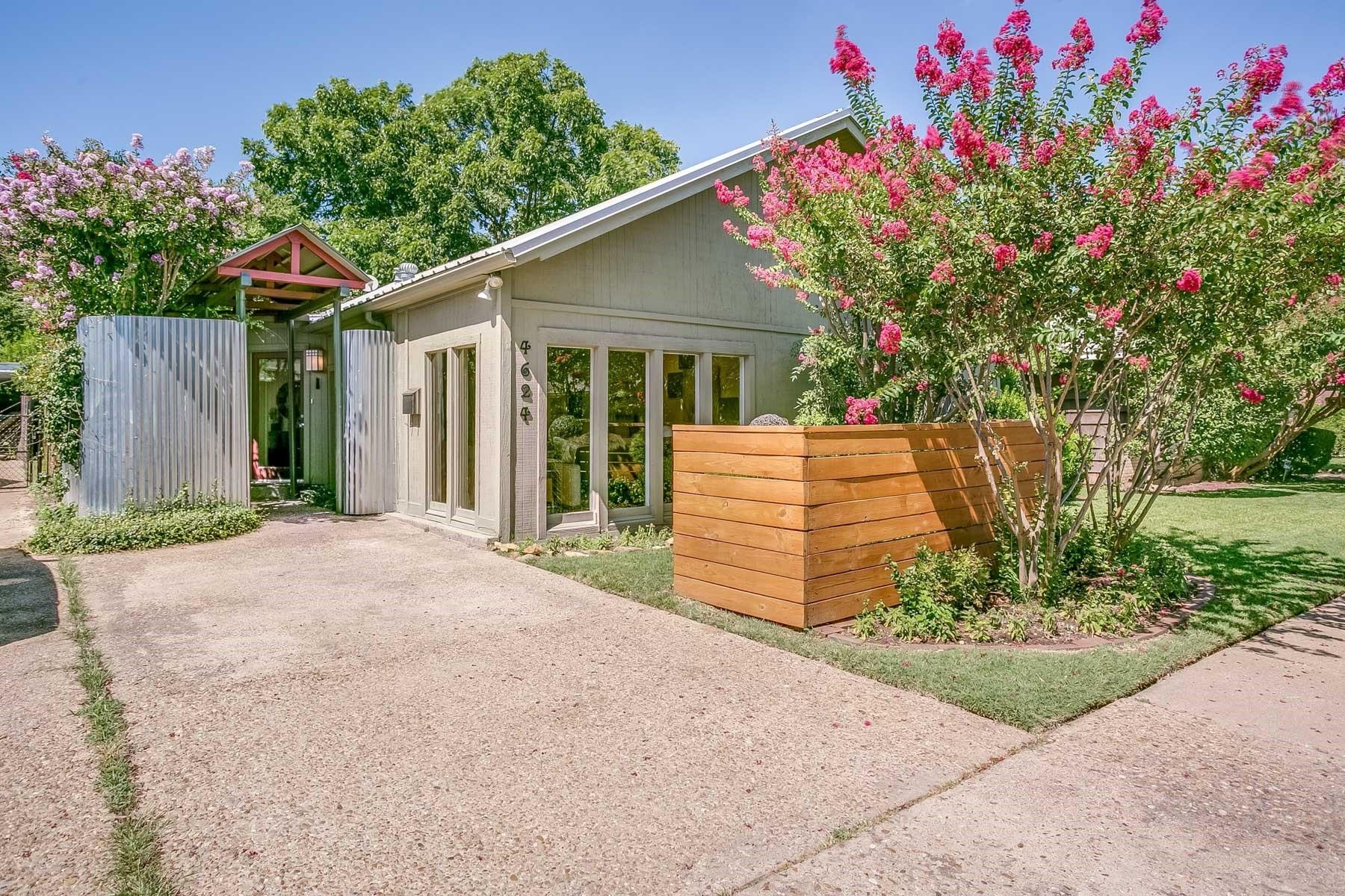 Nhà ở một gia đình vì Bán tại Arlington Heights Contemporary 4624 Pershing Avenue Fort Worth, Texas, 76107 Hoa Kỳ