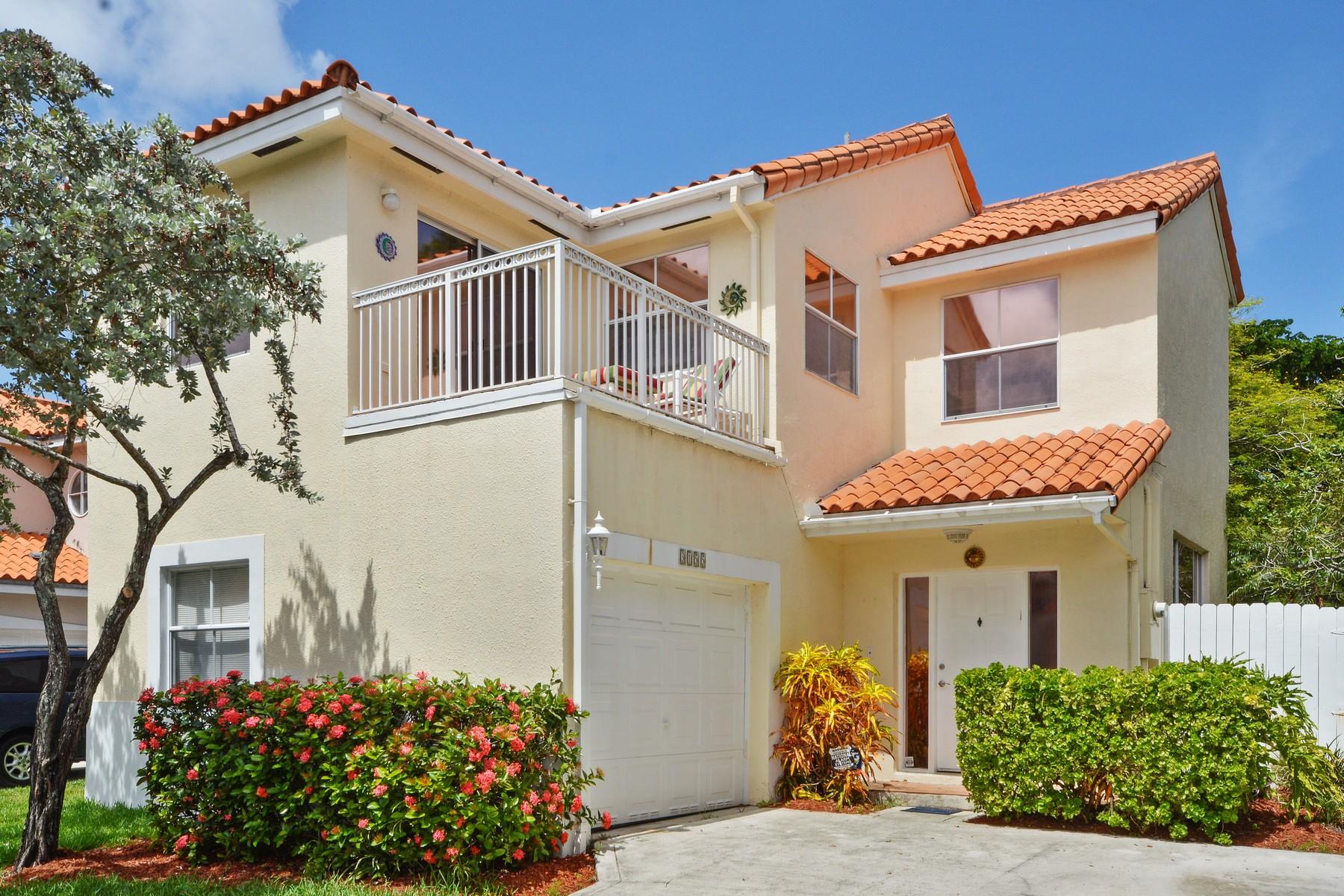 Casa Unifamiliar por un Venta en Emerald Pointe 3155 N 36th Ave. Hollywood, Florida 33021 Estados Unidos