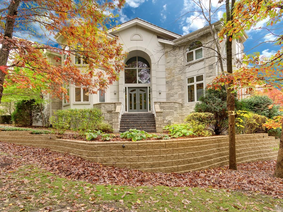 獨棟家庭住宅 為 出售 在 Falling Waters 9520 Falling Waters Burr Ridge, 伊利諾斯州 60527 美國