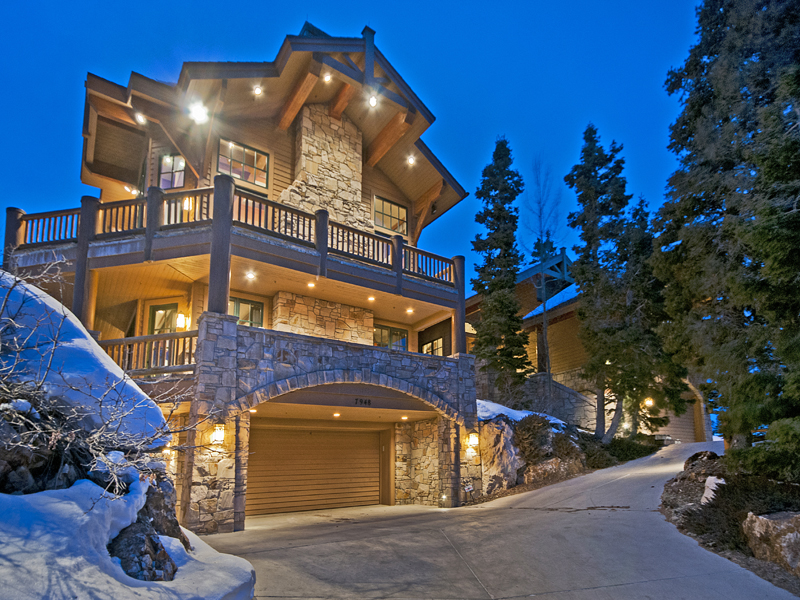 独户住宅 为 销售 在 Timeless Deer Valley Ski-In Ski-out Mountain Retreat 7948 Red Tail Ct Park City, 犹他州 84060 美国