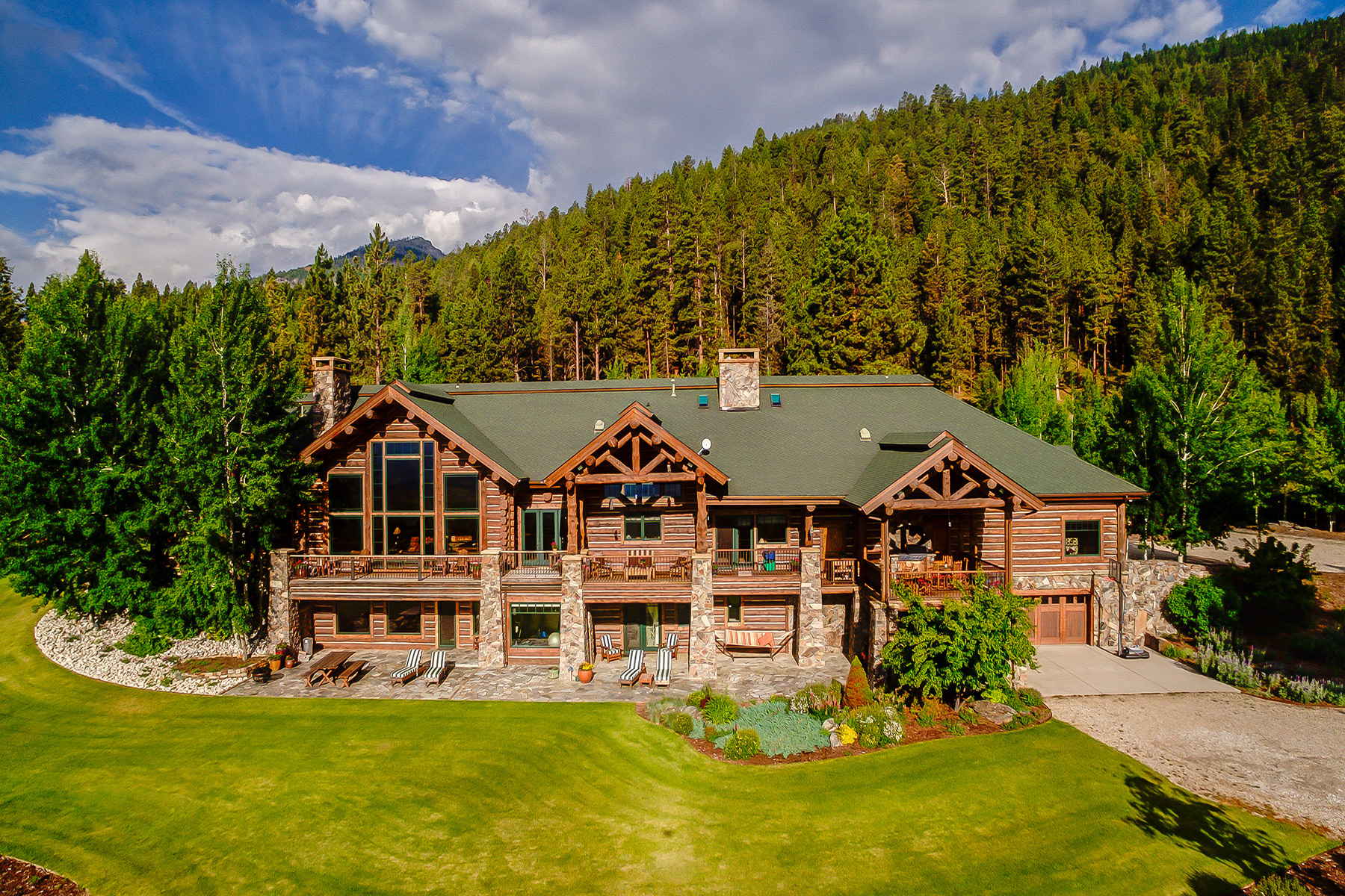 Farm / Ranch / Plantation for Sale at Exquisite Log Home Non Disclose Victor, Montana 59875 United States