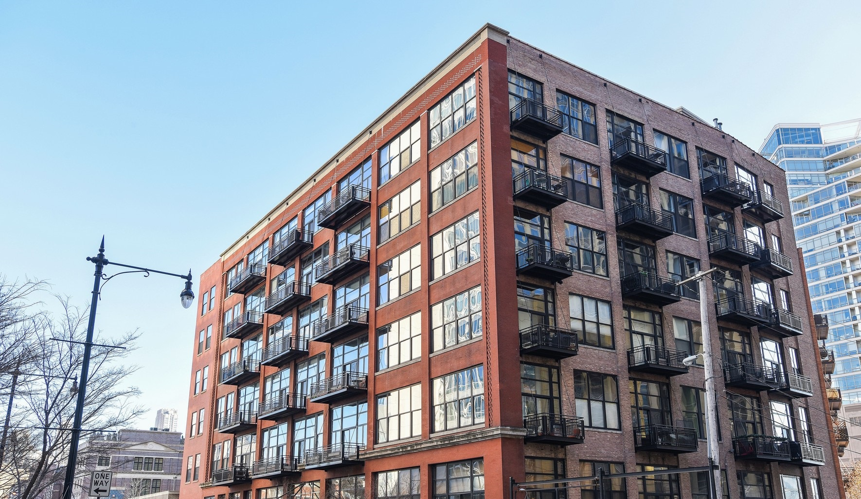콘도미니엄 용 매매 에 Spacious River North Condo 521 W Superior Street Unit 329 Near North Side, Chicago, 일리노이즈 60654 미국