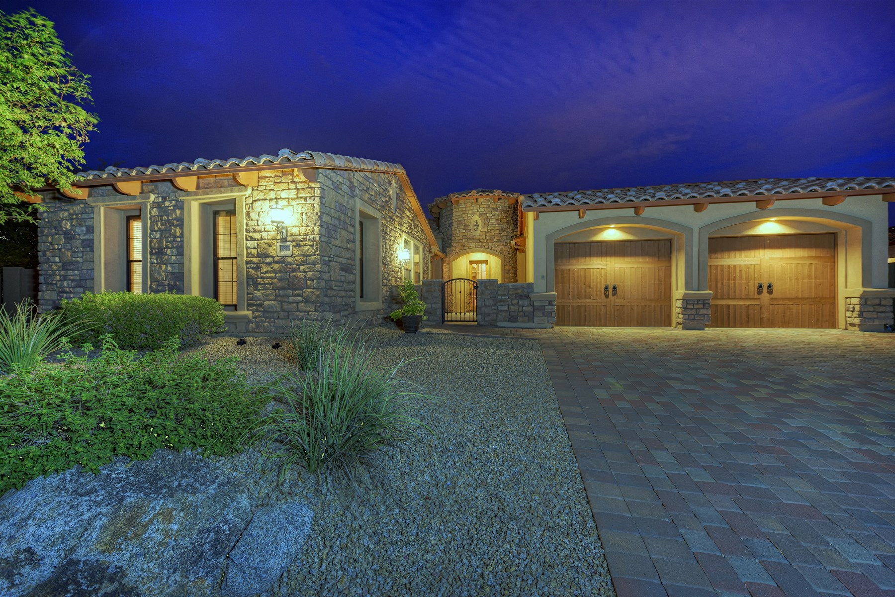 Maison unifamiliale pour l Vente à Fabulous Resort Style home in gated Legacy Hills at Las Sendas Mountain 4049 N Silver Ridge Cir Mesa, Arizona 85207 États-Unis