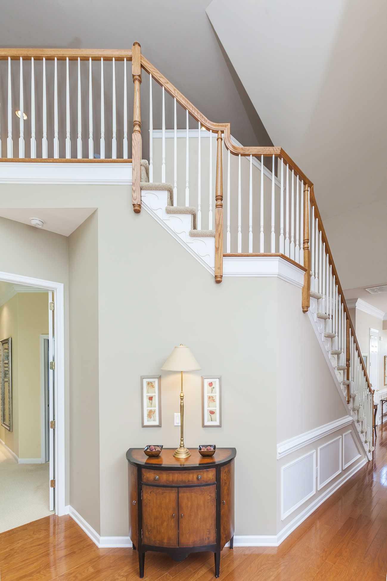 Additional photo for property listing at Sun-Washed Elegance in Princeton Manor - South Brunswick Township 32 Edgemere Drive Kendall Park, New Jersey 08825 United States