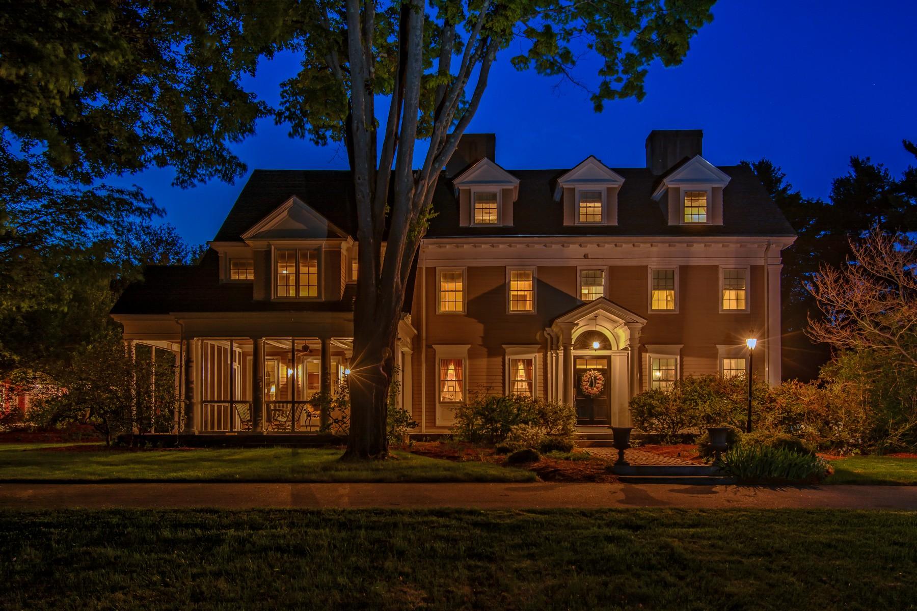 Maison unifamiliale pour l Vente à Quintessential Federal Style Colonial & Estate 110 Mill Street Framingham, Massachusetts 01701 États-Unis