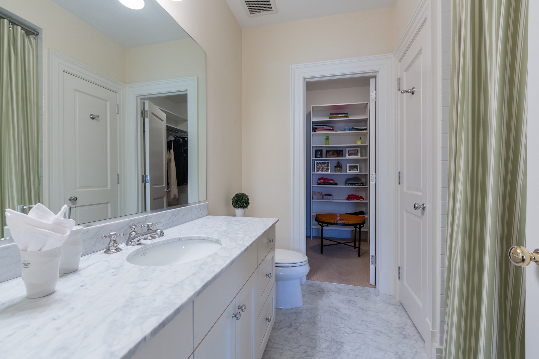 Additional photo for property listing at Woodley Park 2735 Cathedral Avenue Nw Washington, District Of Columbia 20008 United States
